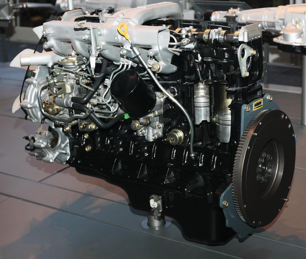 Description 1989 Toyota 1HDT Type engine rear.jpg