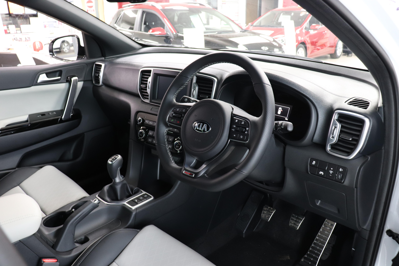File:2017 Kia Sorento Interior