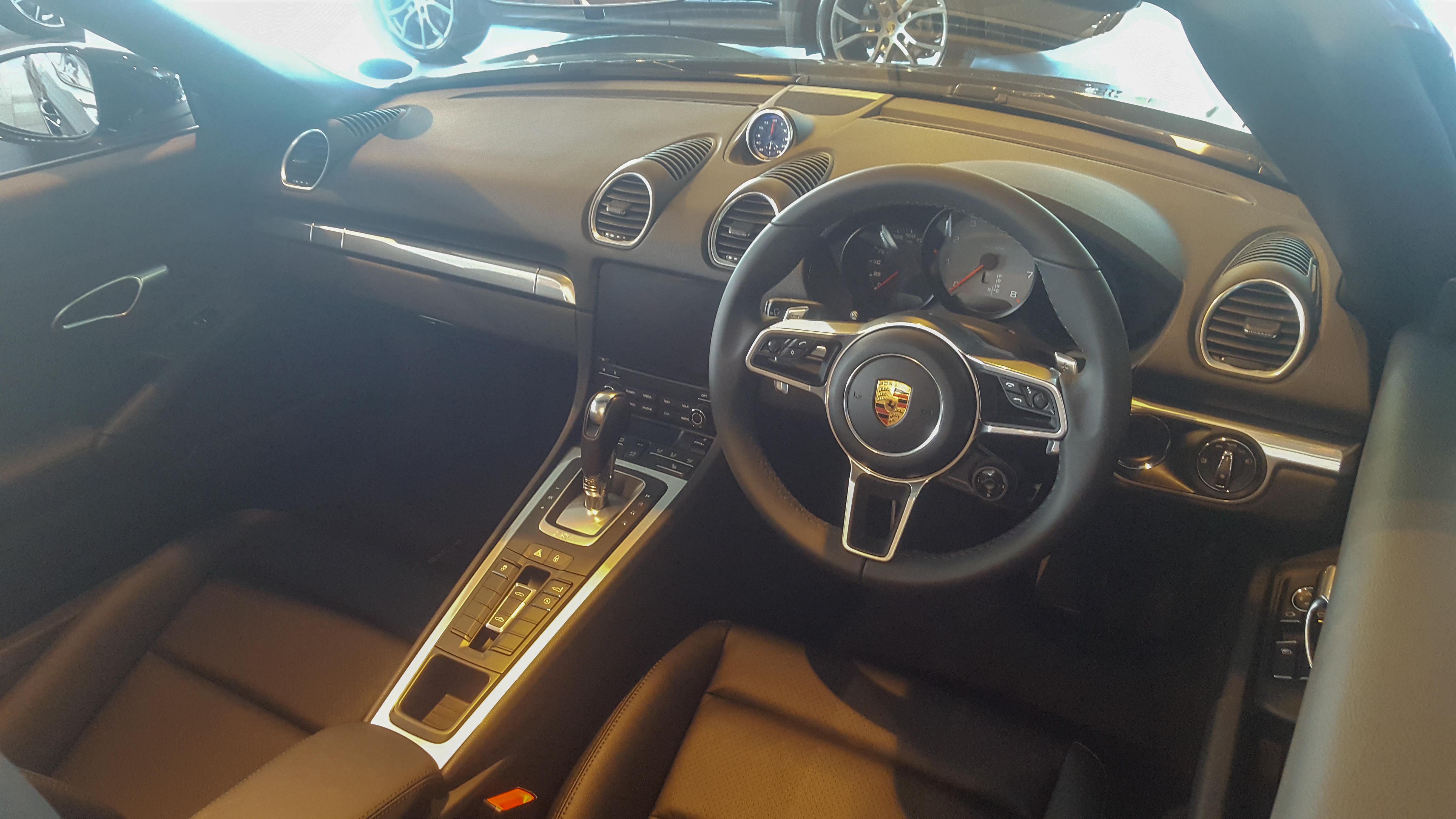 File 2018 Porsche 718 Boxster S Interior Jpg Wikimedia Commons