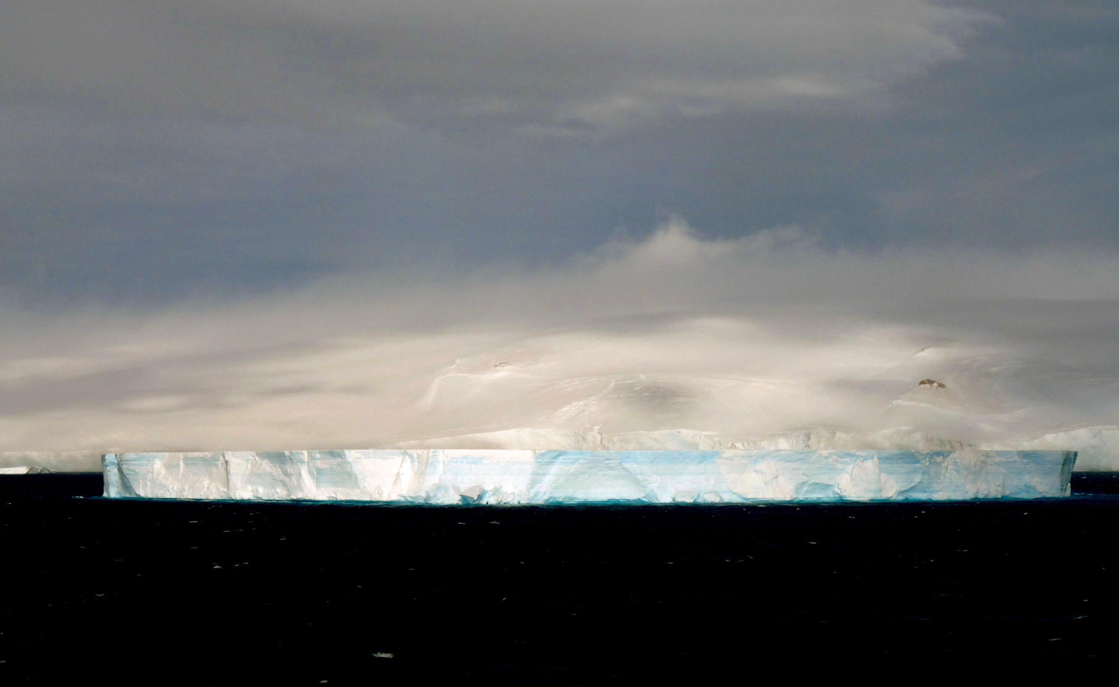 file ap tabular iceberg jpg file ap43 tabular iceberg 3422937979 jpg
