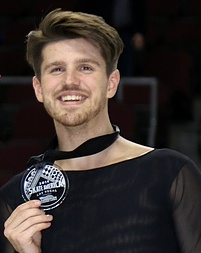 Alexandra Stepanova and Ivan Bukin - 2019 Skate America - Awarding ceremony (cropped2).jpg