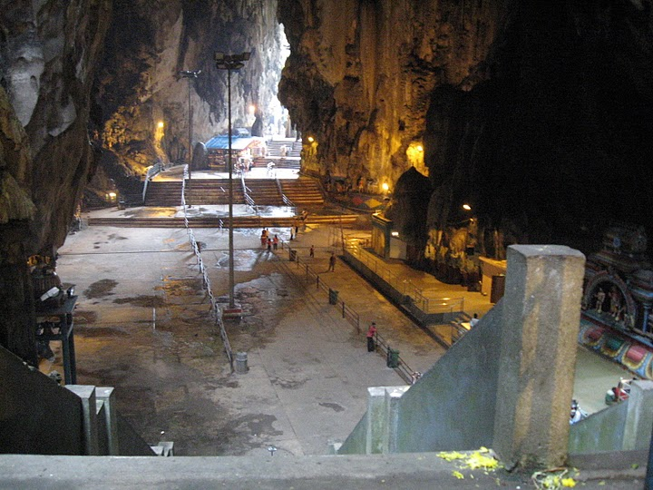 http://upload.wikimedia.org/wikipedia/commons/8/8d/Batu_Caves1.jpg