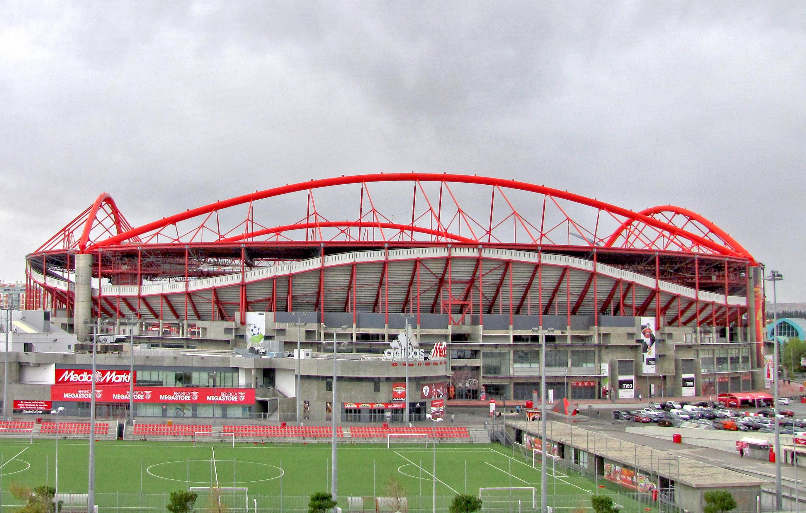 Datei benfica lissabon est dio da luz vor stadion ein for Piso 0 estadio da luz