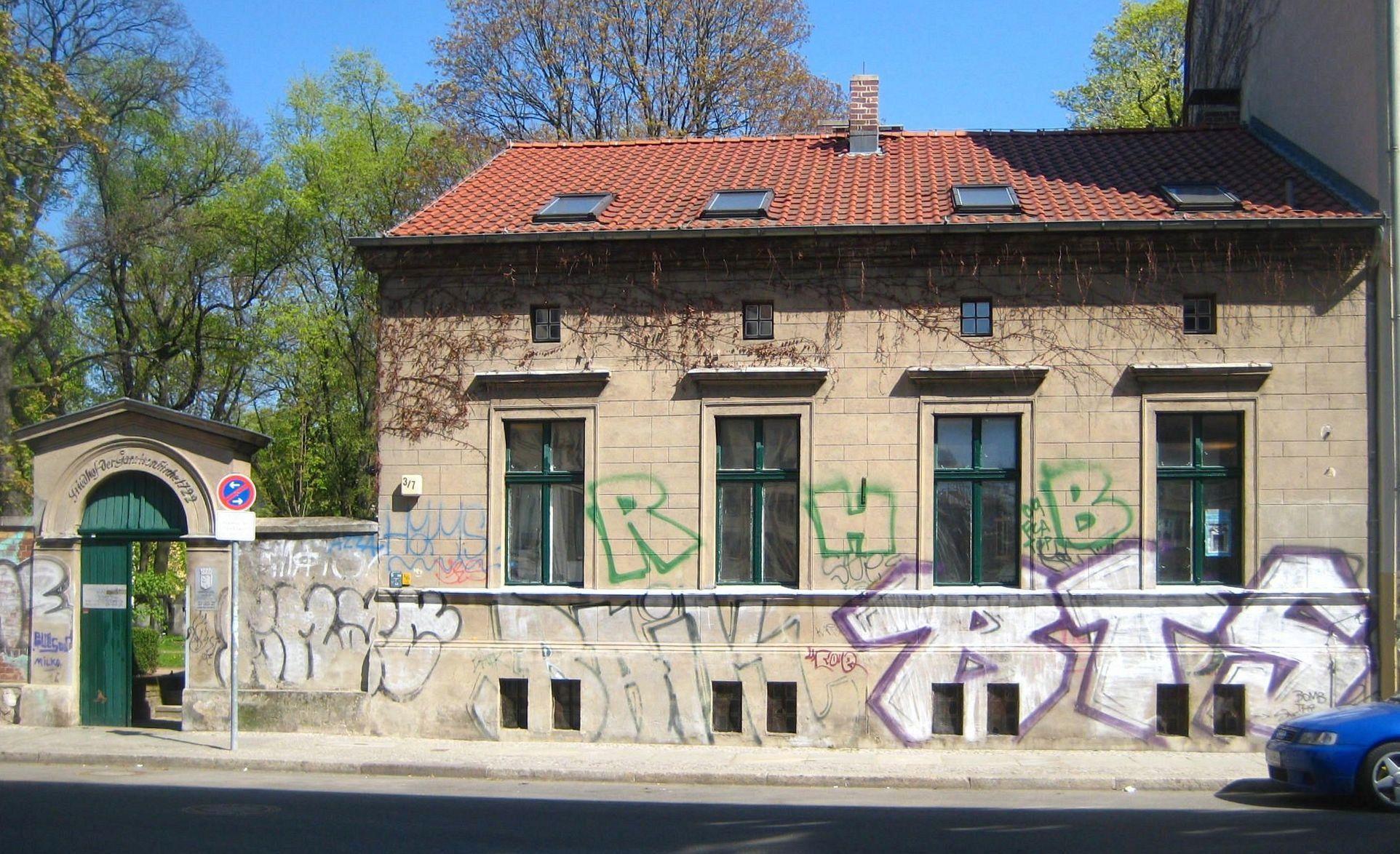 file berlin mitte kleine rosenthaler strasse portal und waerterhaus. Black Bedroom Furniture Sets. Home Design Ideas