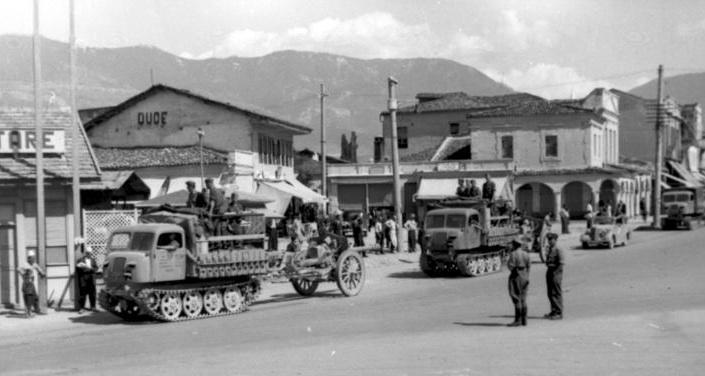 File:Bundesarchiv Bild 101I-049-1603-31, Jugoslawien, Raupenschlepper Ost mit Geschütz.2.jpg