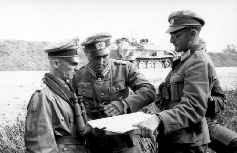 File:Bundesarchiv Bild 101I-732-0137-32, Ostpreussen, Offiziere der