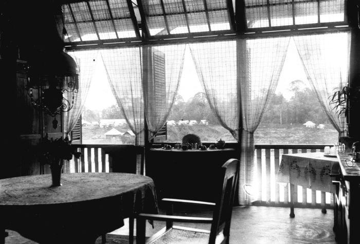 File collectie tropenmuseum interieur van de eetkamer in een
