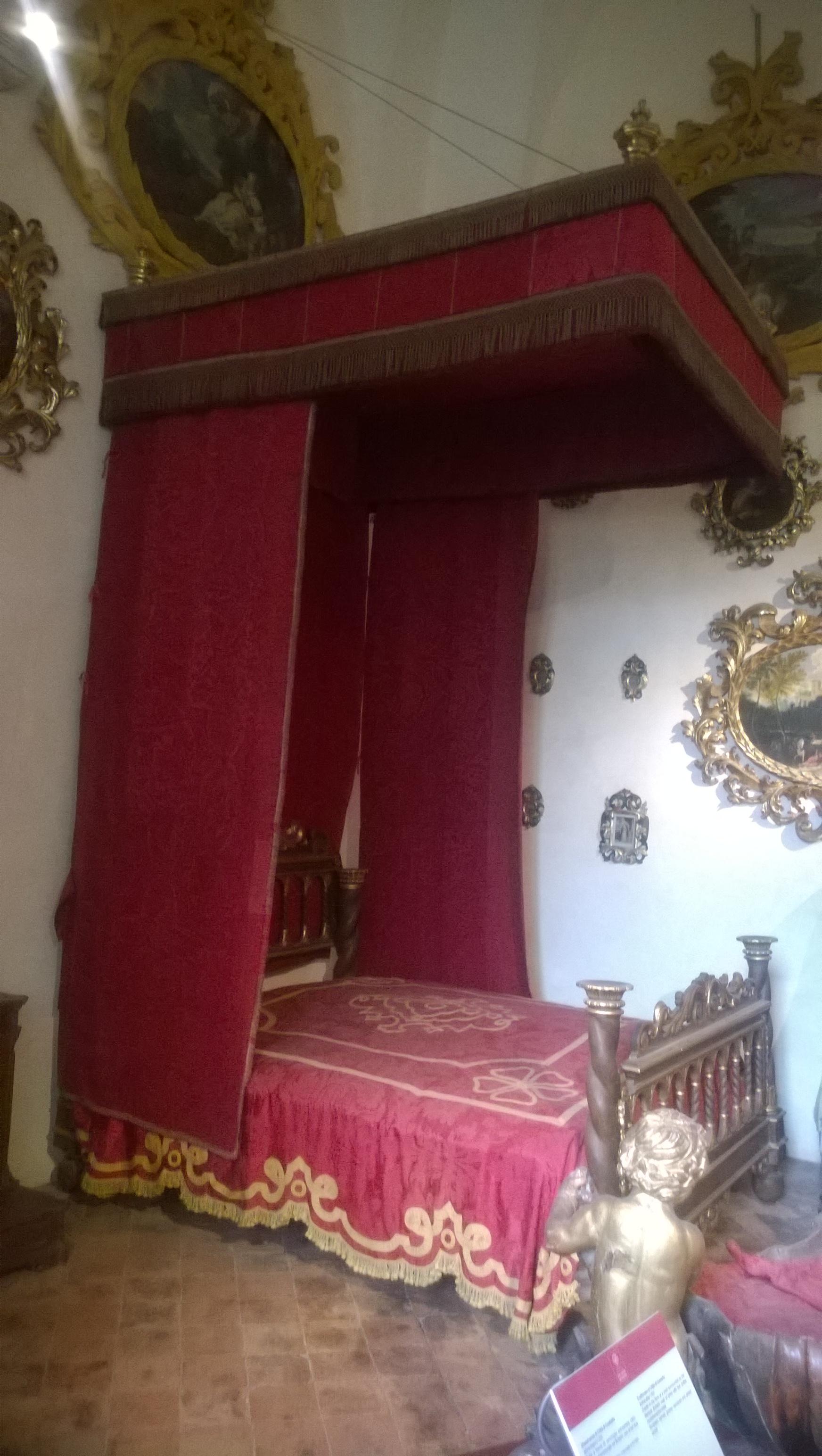 Letto A Castello Camera Da Letto.File Camera Da Letto Di Rappresentanza Castello Bufalini Jpg