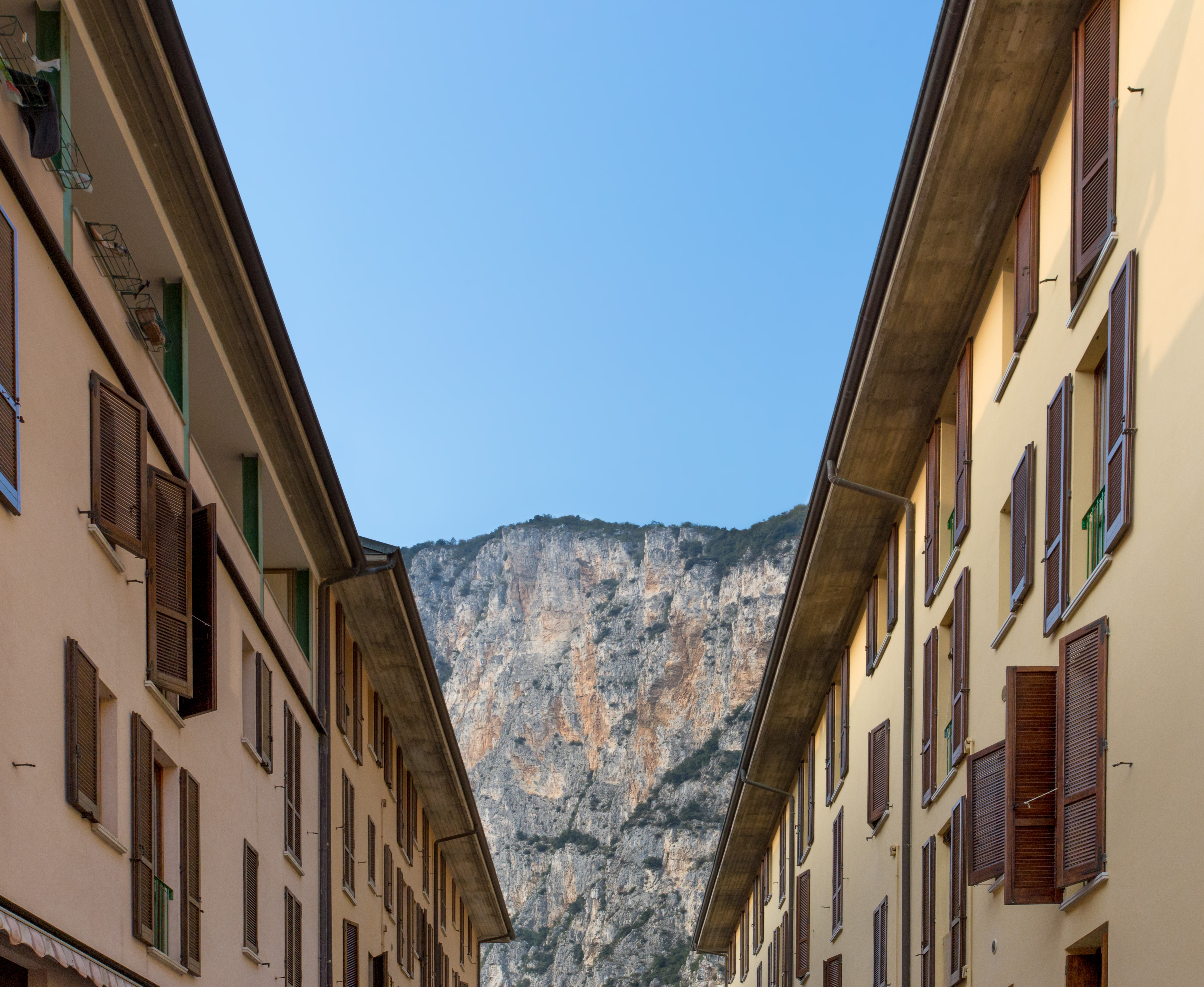 . File Campione del Garda houses with cliffs jpg   Wikimedia Commons