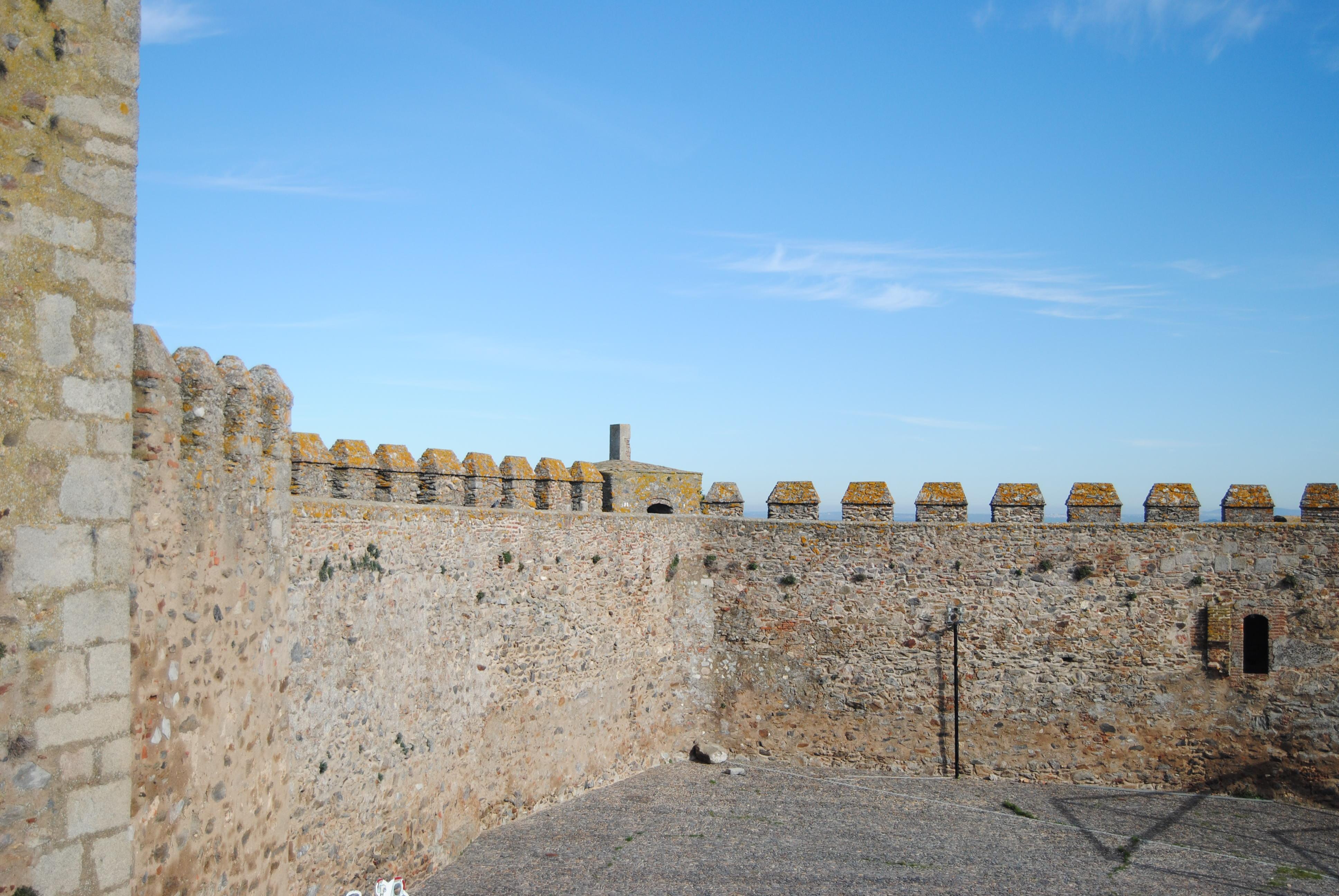 File:Castillo de Segura de León (15894191230).jpg - Wikimedia Commons