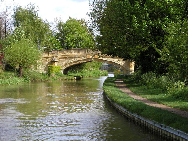 Cosgrove on the Southern Grand Union Canal - geograph.org.uk - 30529
