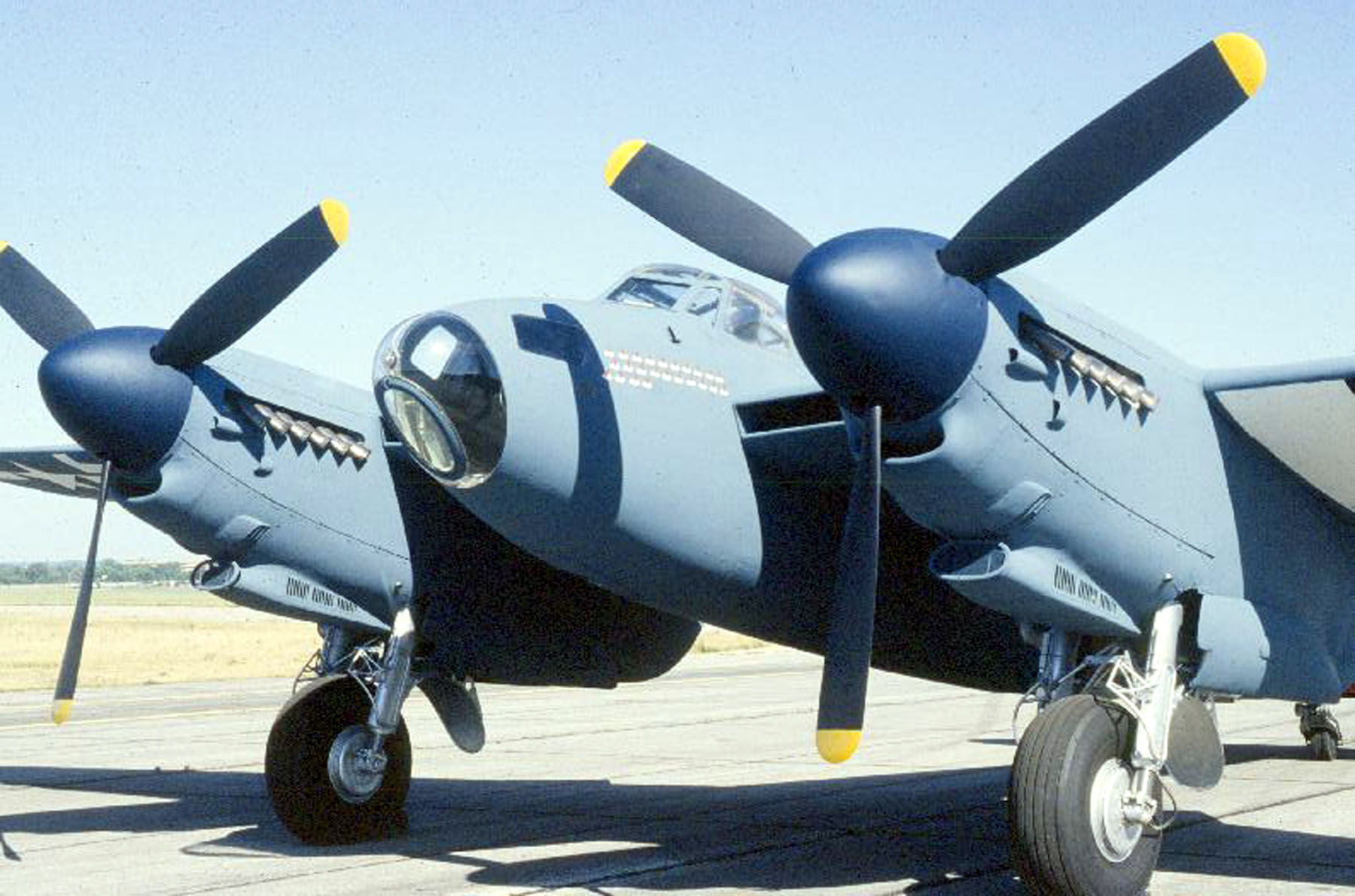 http://upload.wikimedia.org/wikipedia/commons/8/8d/De_Havilland_DH_98_Mosquito_USAF.jpg