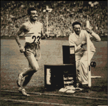 Delfo Cabrera crossing the finish line to take gold in the marathon Delfo Cabrera gana la maraton 1948.png