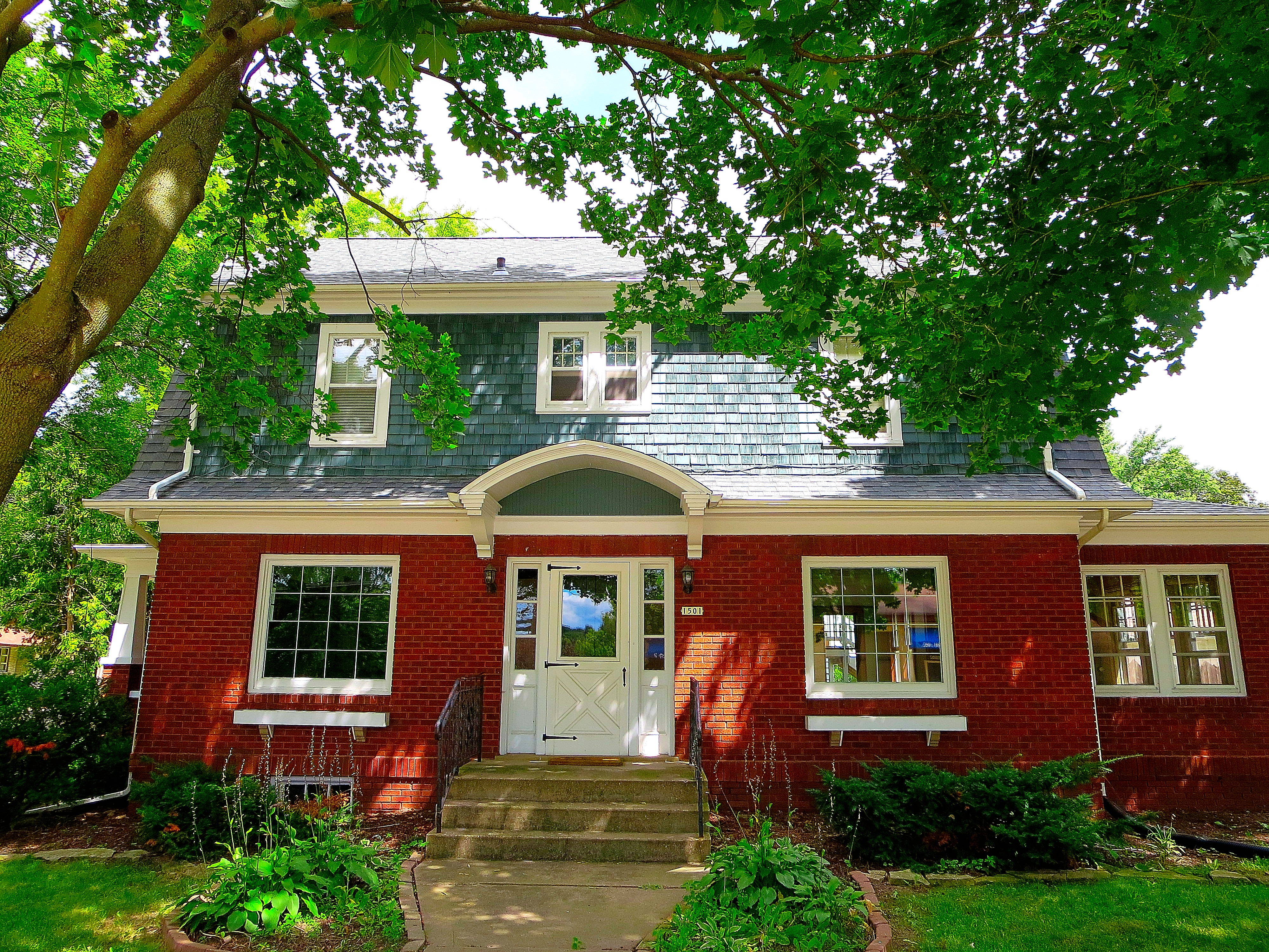 File Dutch Colonial Revival Style House Panoramio Jpg Wikimedia Commons