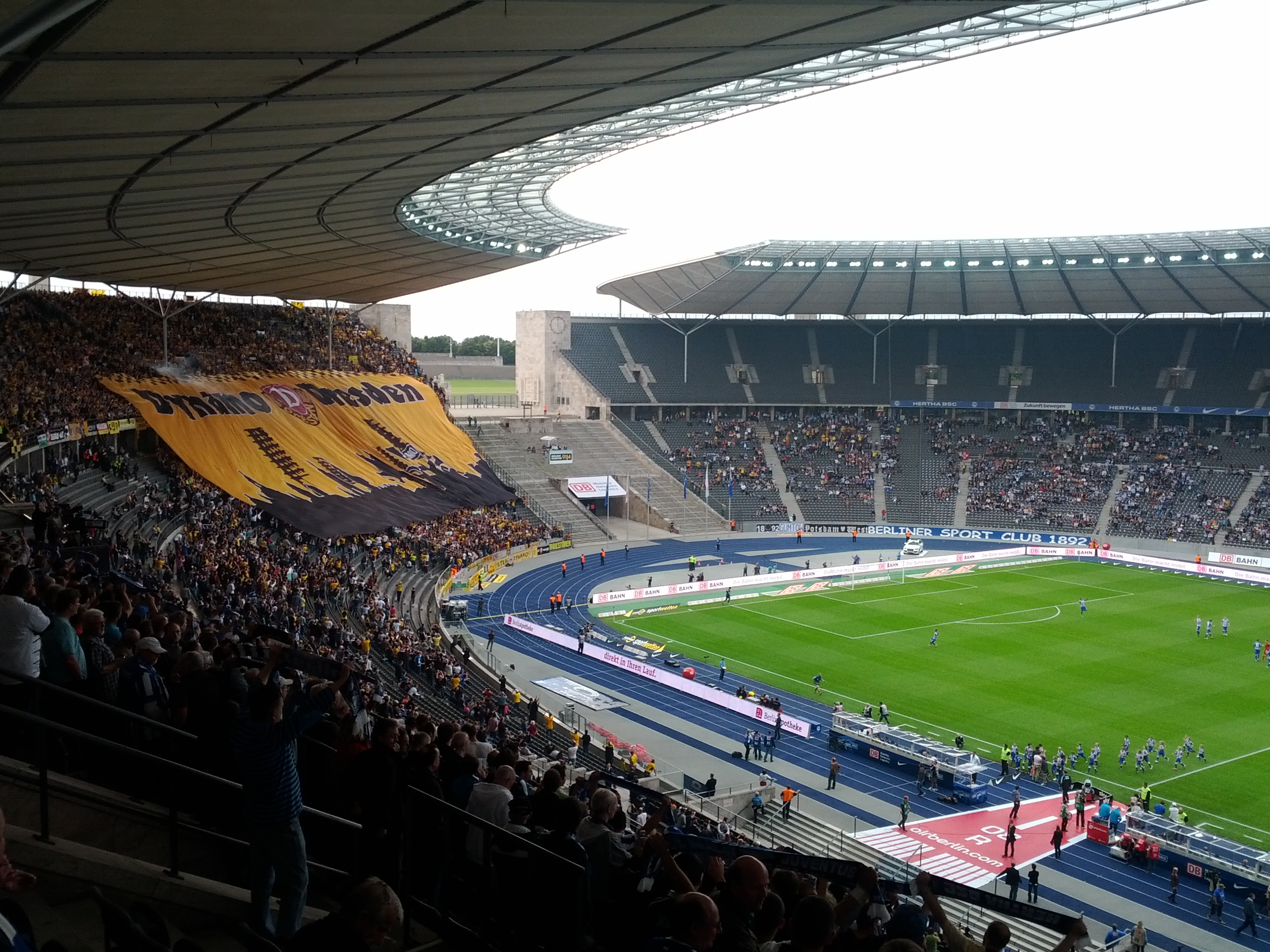 Description Dynamo Dresden Olympiastadionberlin.jpg