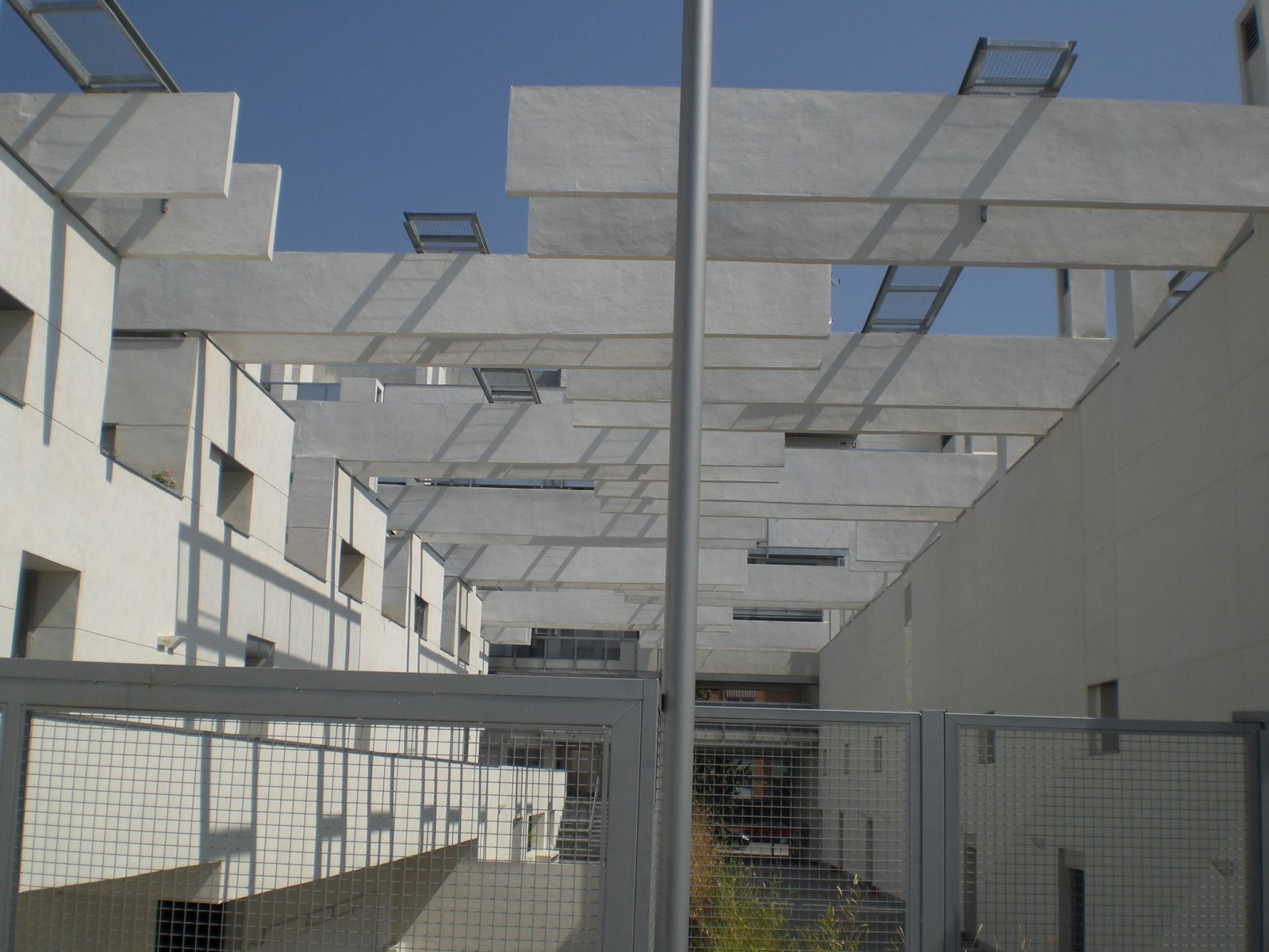 File:Edificio Carabanchel 11 (Madrid) 02