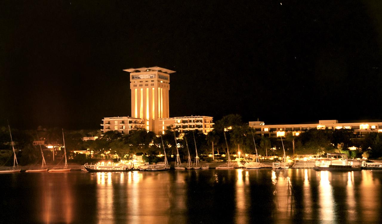 فندق أوبروي أسوان ليلا.