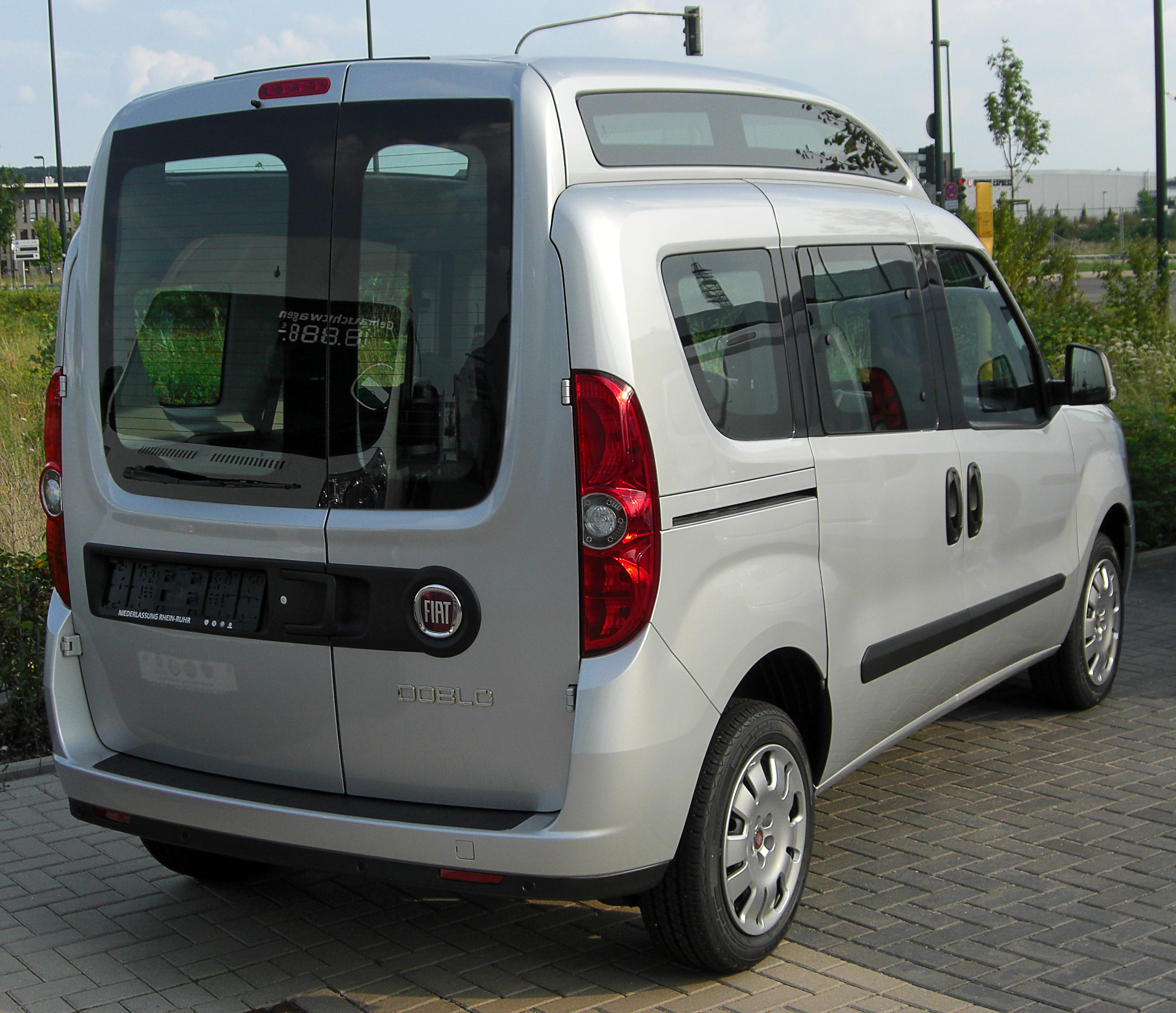 File Fiat Doblo Ii Rear 20100814 Jpg Wikimedia Commons