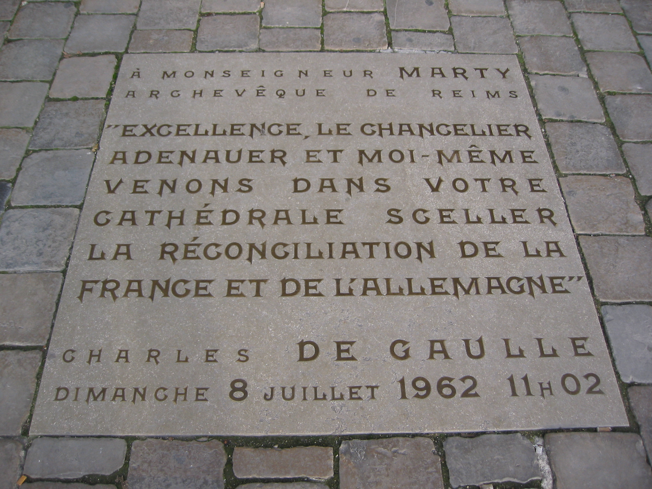 File:Floor tile in front of cathedral, Reims.jpg - Wikimedia Commons