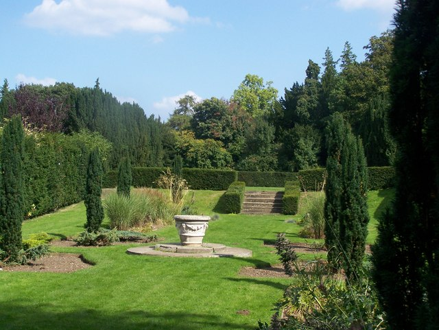 Formal Garden in High Elms Country Park - geograph.org.uk - 1006191