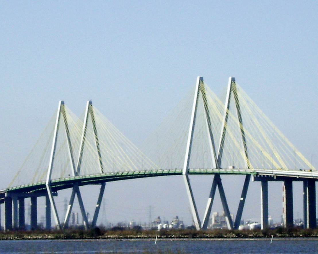 http://upload.wikimedia.org/wikipedia/commons/8/8d/Fred_Hartman_Suspension_Bridge%2C_Hwy_146%2C_Baytown%2C_Texas_0220101112.jpg