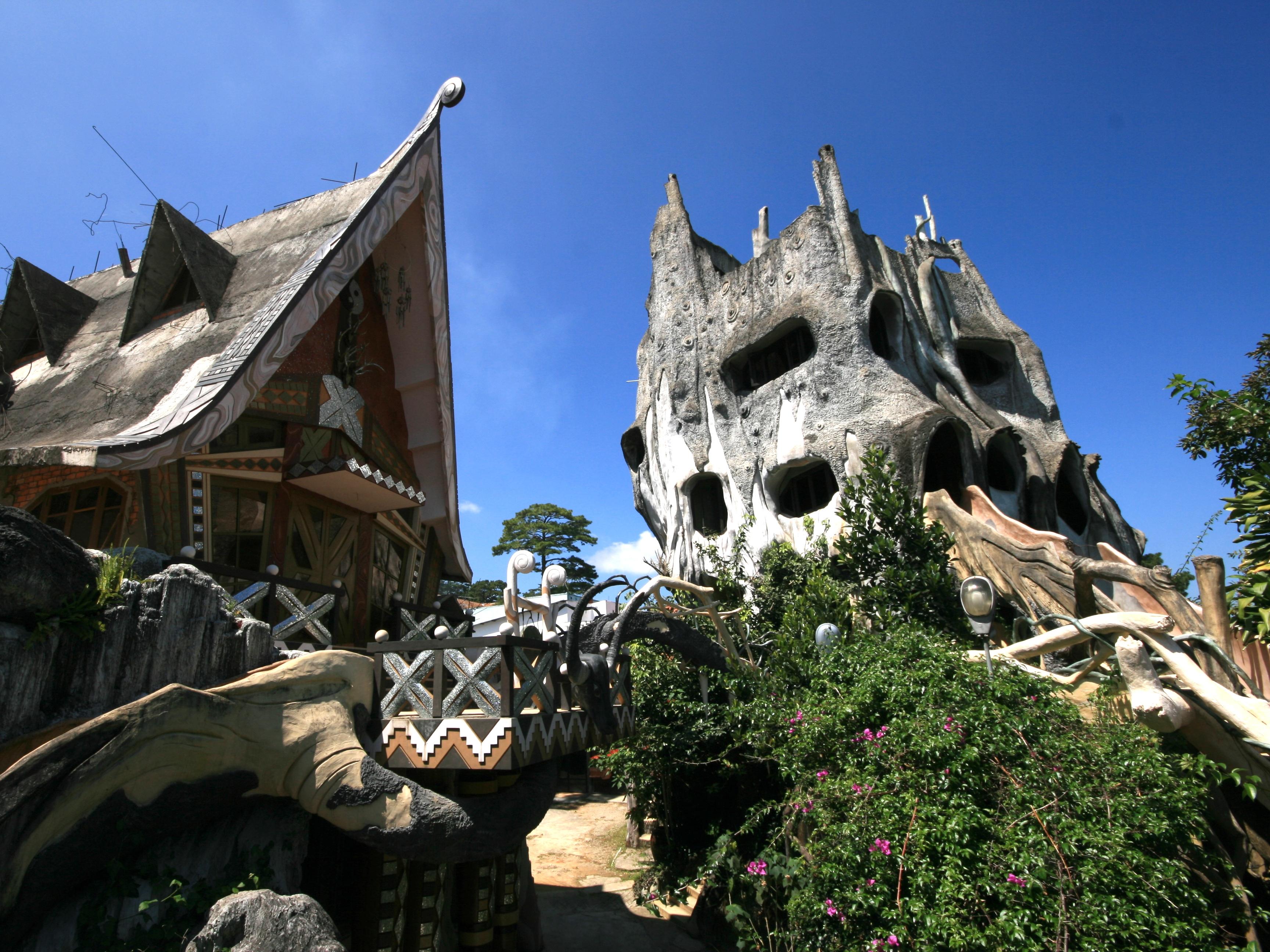 File:Hang Nga guesthouse 03.jpg - Wikimedia Commons