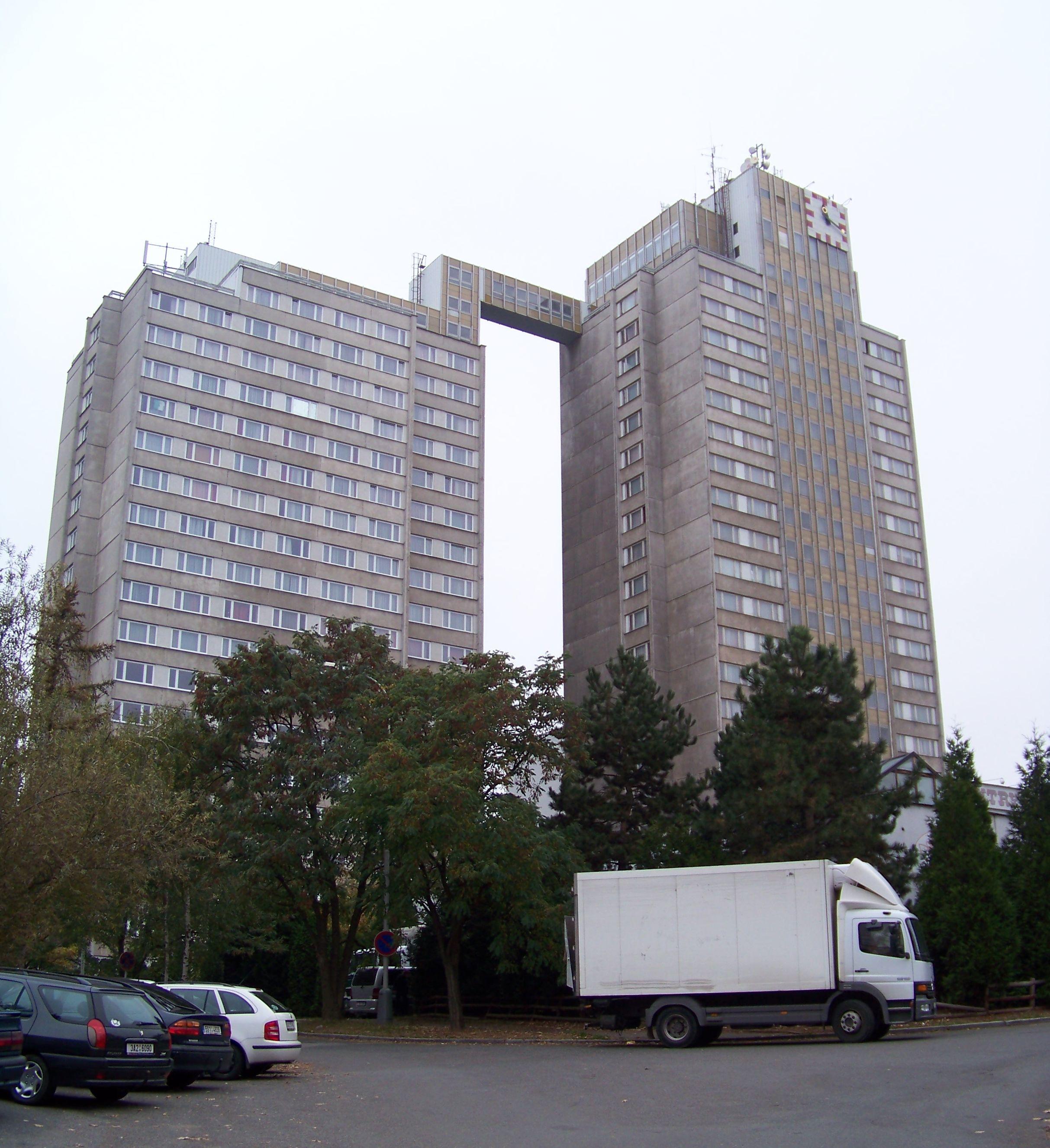 Hotel Kupa v roce 2009 (cs:ŠJů, CC BY-SA 3.0 <https://creativecommons.org/licenses/by-sa/3.0>, via Wikimedia Commons)