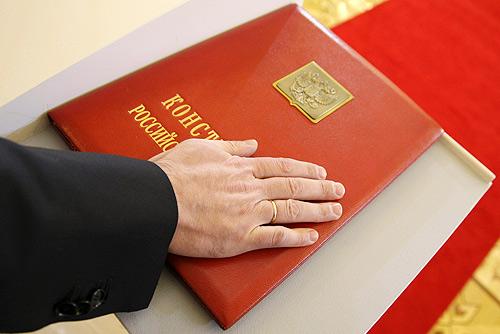 https://upload.wikimedia.org/wikipedia/commons/8/8d/Inauguration_of_Dmitry_Medvedev%2C_7_May_2008-15.jpg