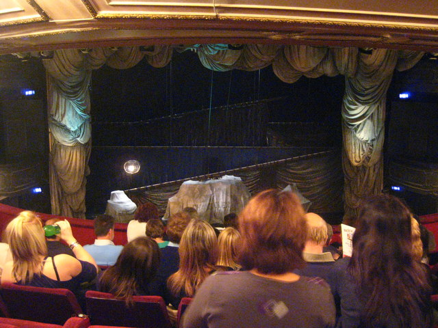 File interior of her majesty 39 s theatre in the haymarket for Balcony novello theatre
