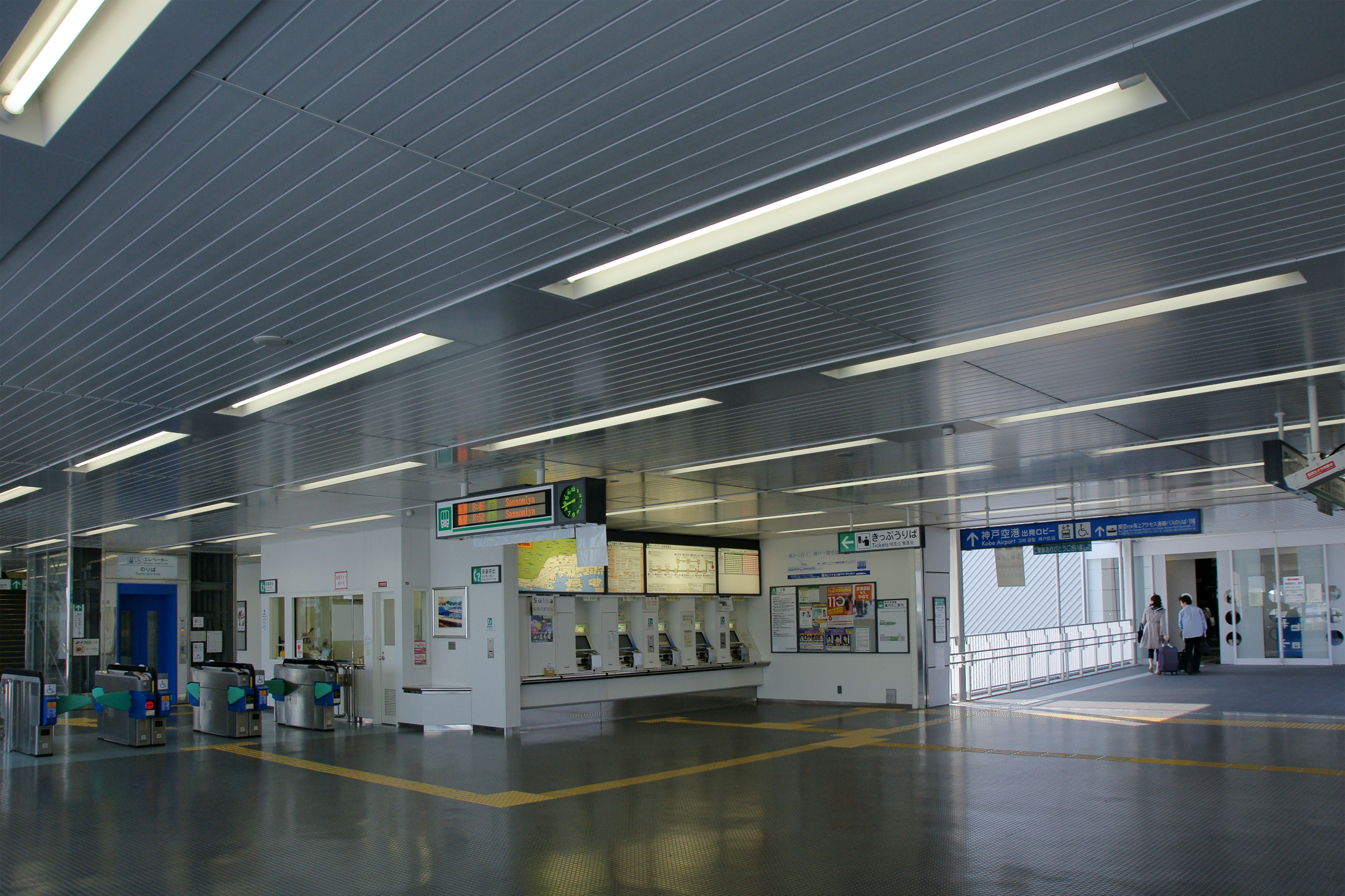 https://upload.wikimedia.org/wikipedia/commons/8/8d/Kobe_Airport_Station01s5s3200.jpg