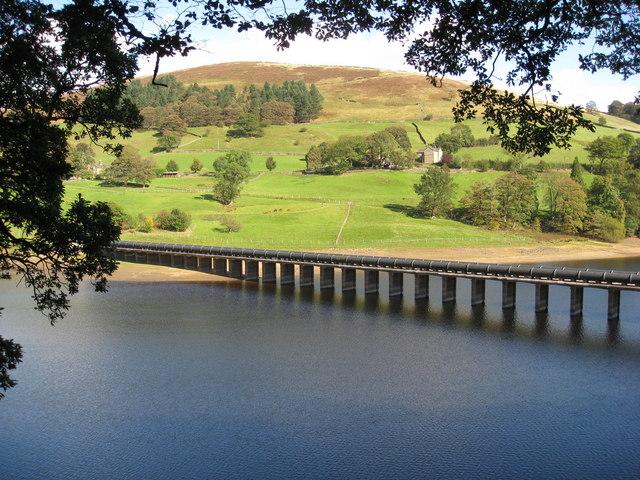 Ladybower Reservoir - Derwent Aqueduct - geograph.org.uk - 1526503