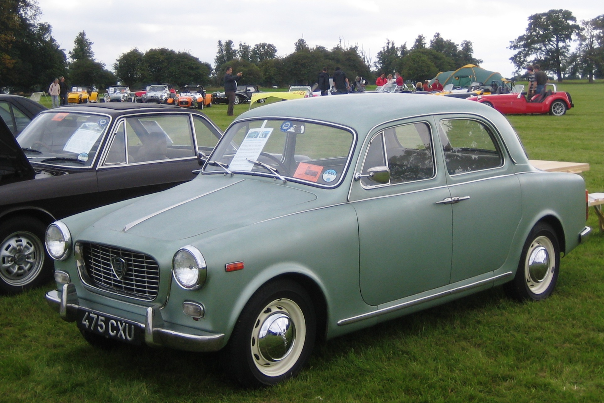 https://upload.wikimedia.org/wikipedia/commons/8/8d/Lancia_Appia_berlina_ca_1960.jpg