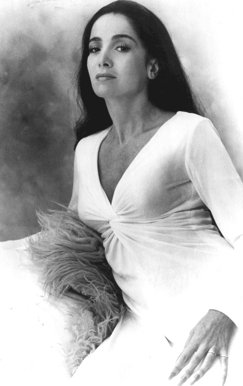 File:Linda Cristal 1974.jpg - Wikimedia Commons: http://commons.wikimedia.org/wiki/File:Linda_Cristal_1974.jpg
