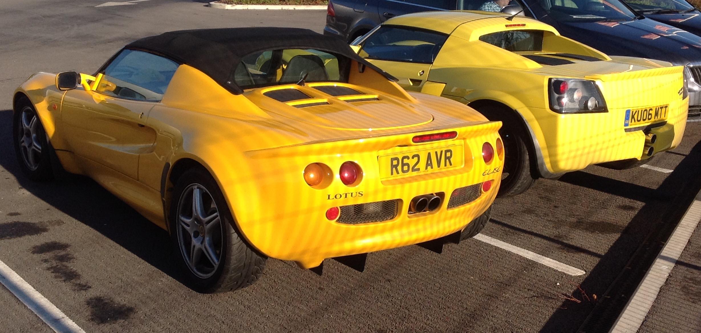 File:Lotus Elise (1998) U0026 Vauxhall VX220 (2006) (31116045850)