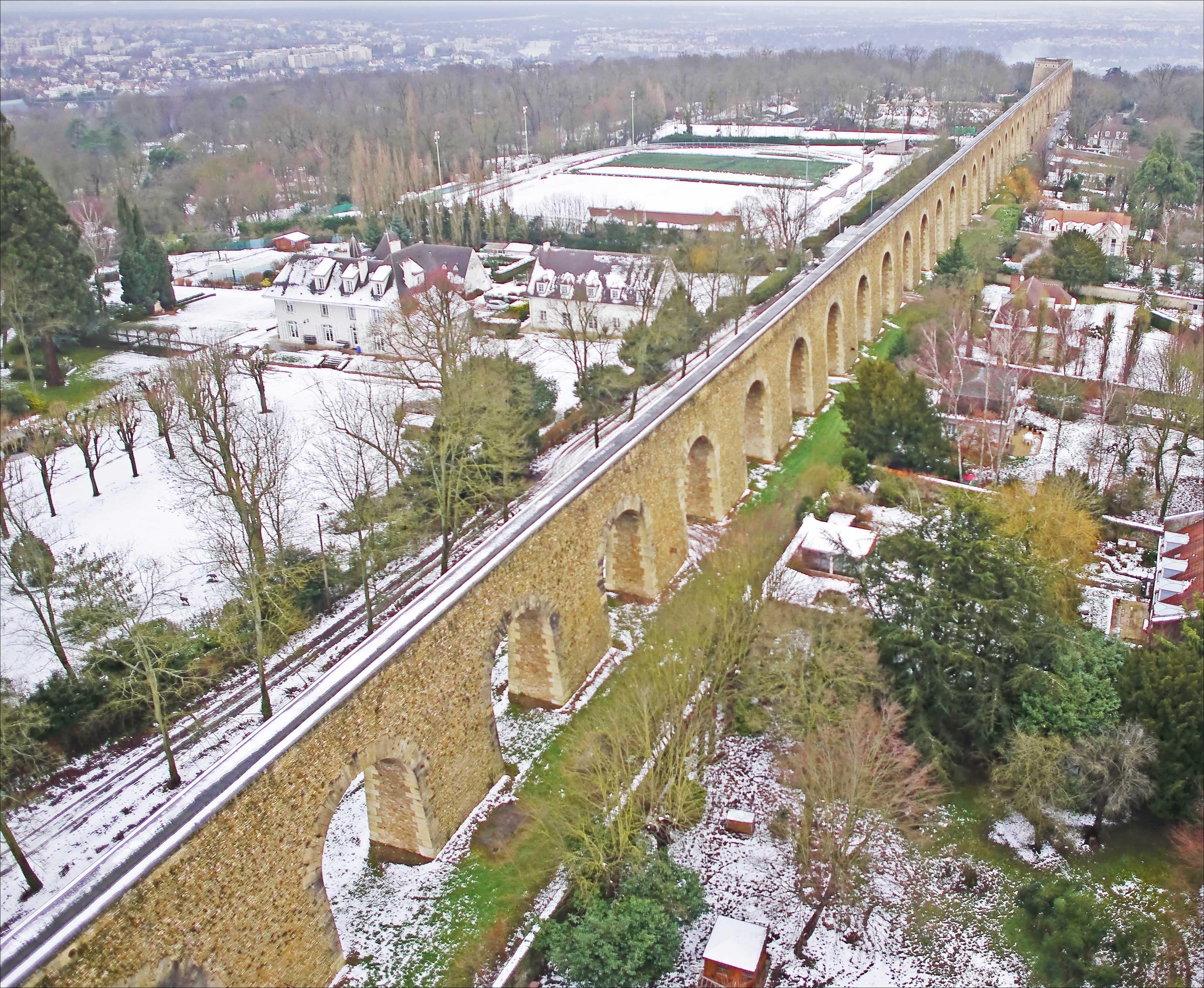 Fichier:Machines de Marly. Pont aqueduc de Louveciennes.jpg — Wikipédia