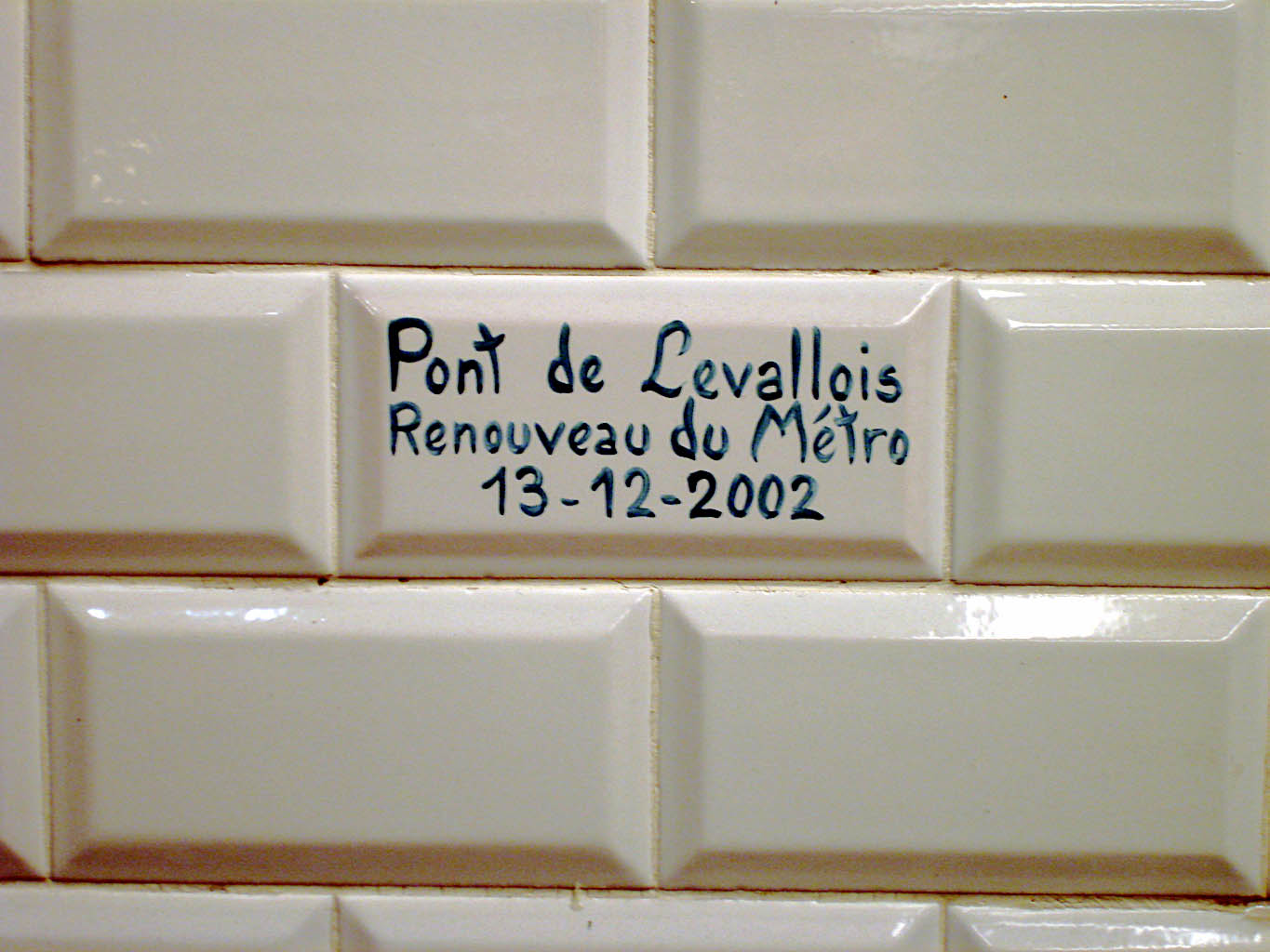 File:Metro de Paris - Ligne 3 - Pont de Levallois - Becon ...