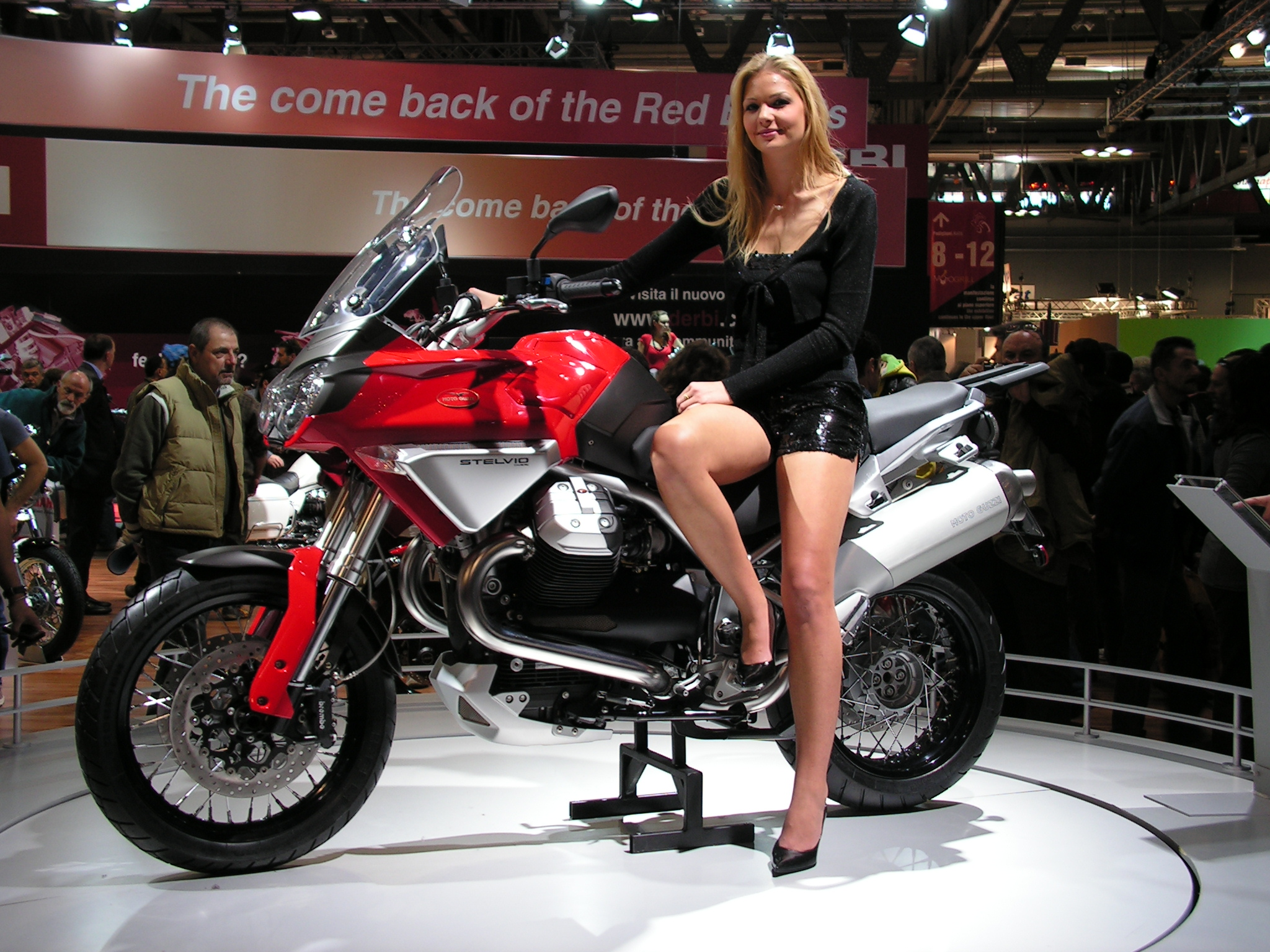 Description moto guzzi stelvio