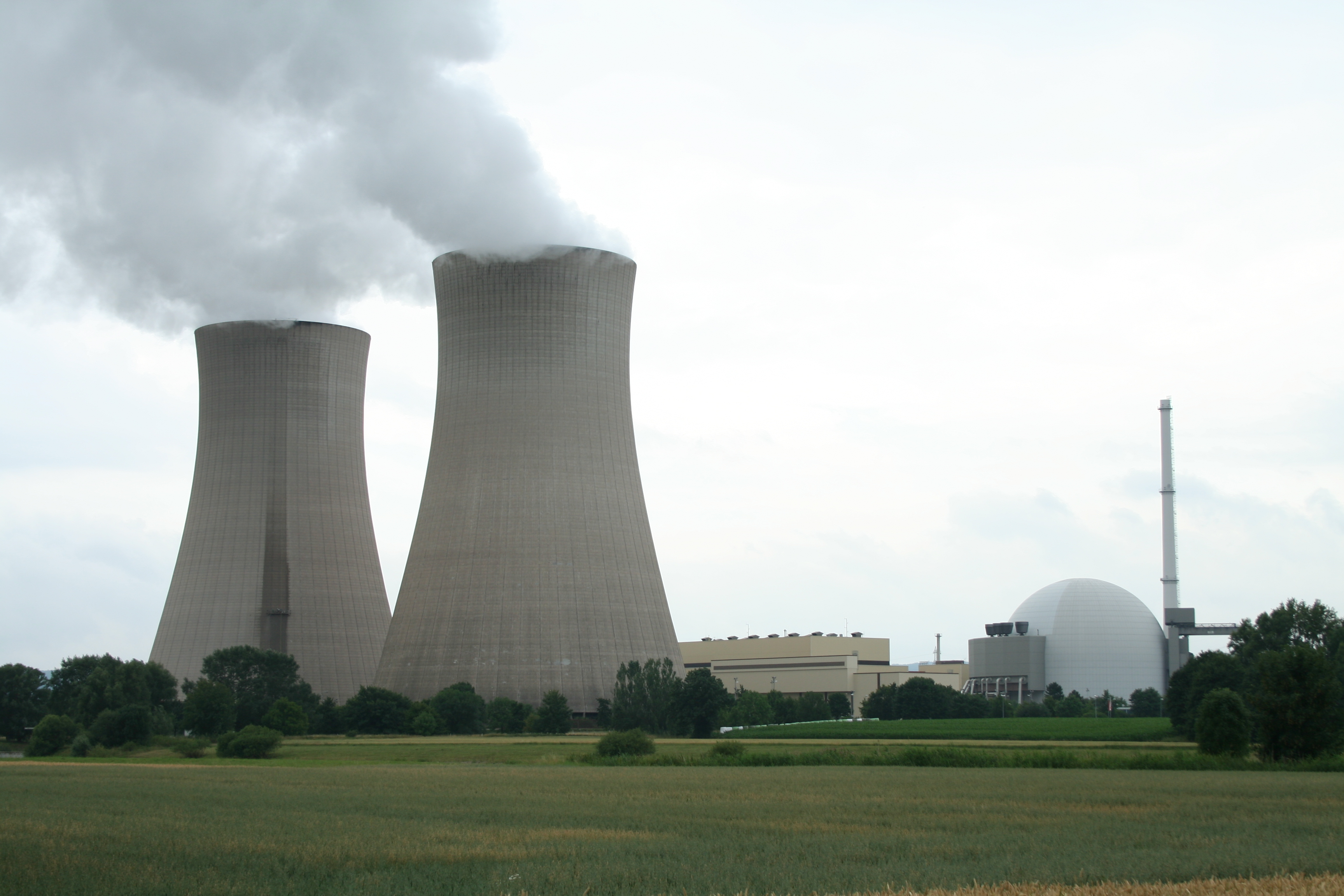 nuclear power plant The plants thought to lie in the path of the hurricane, which is expected to make landfall on the southeastern us coast on thursday, include north carolina's brunswick nuclear power plant in southport, duke energy sutton steam plant in wilmington, and south carolina's vc summer nuclear station in jenkinsville.