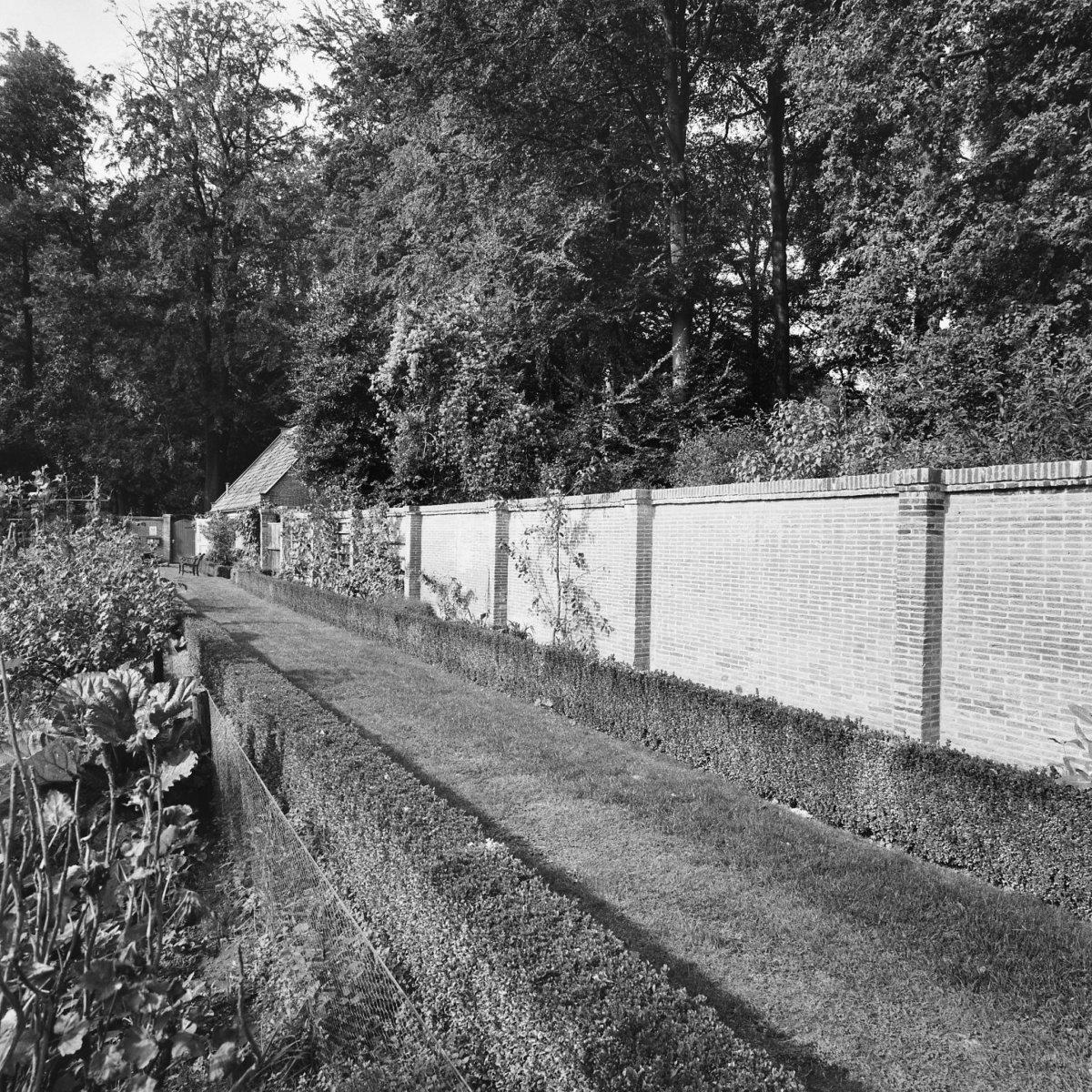 tuinmuur rechte fruitmuur Landhuis Gooilust in 's Graveland