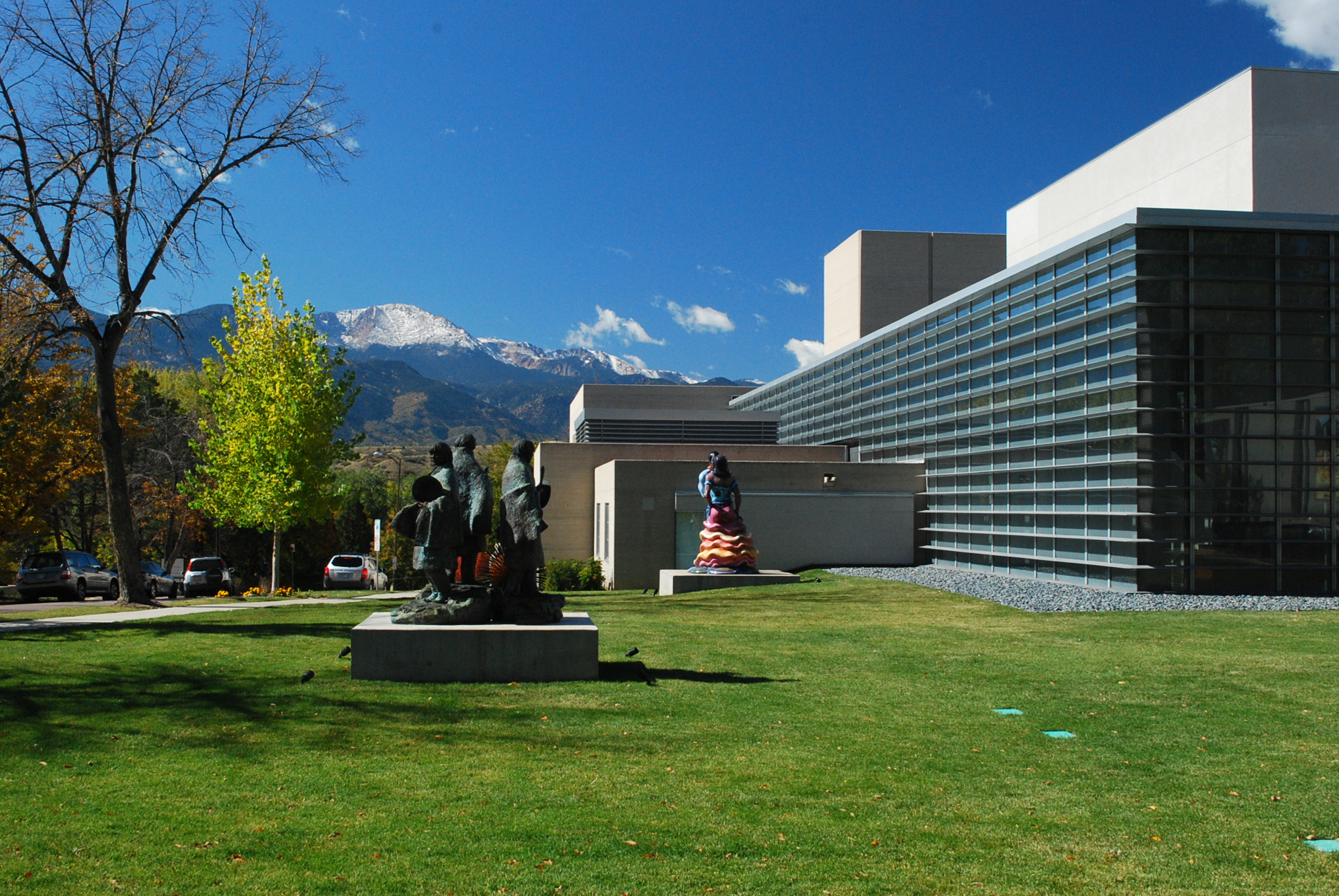Art colorado springs - File Pikes Peak Behind Colorado Springs Fine Arts Center Jpg