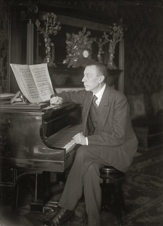 http://upload.wikimedia.org/wikipedia/commons/8/8d/Rachmaninoff_-_Steinway_grand_piano.jpg