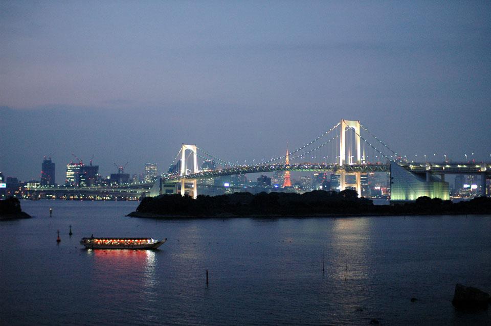 RainbowBridge over TokyoBay.jpg