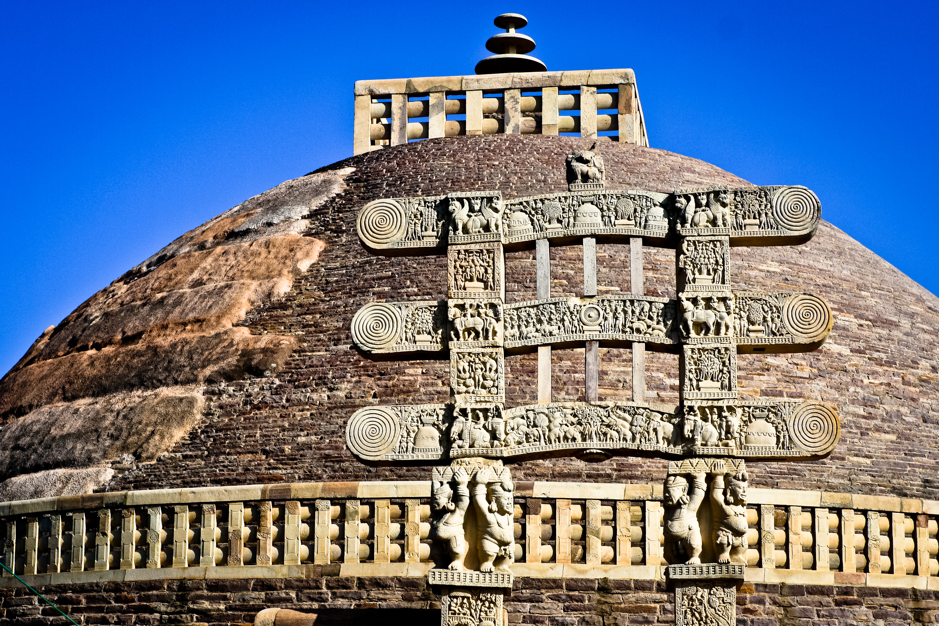 http://upload.wikimedia.org/wikipedia/commons/8/8d/Sanchi_stupa.jpg