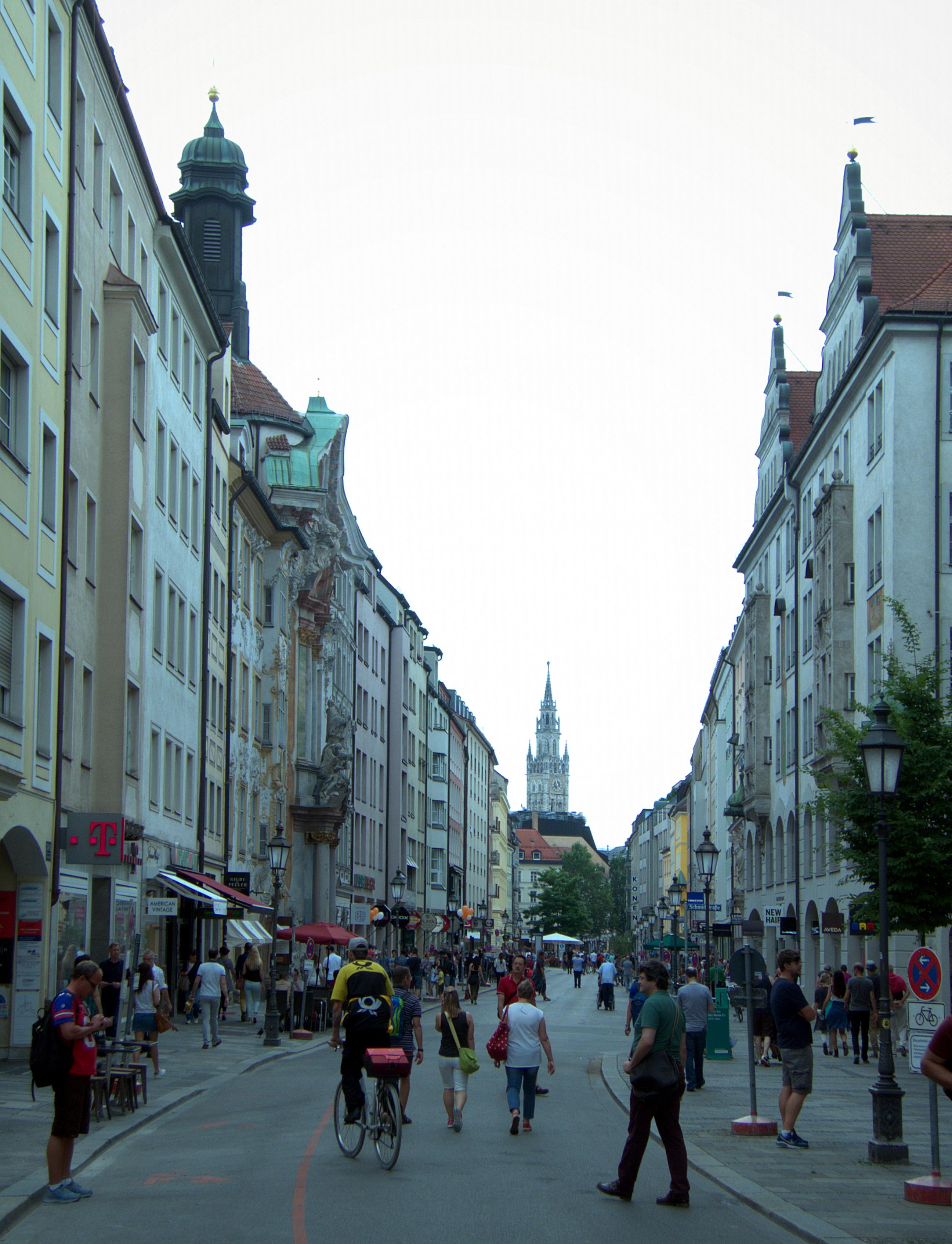 00fedb3f7f File Sendlinger Straße Fußgängerzone.jpg - Wikimedia Commons