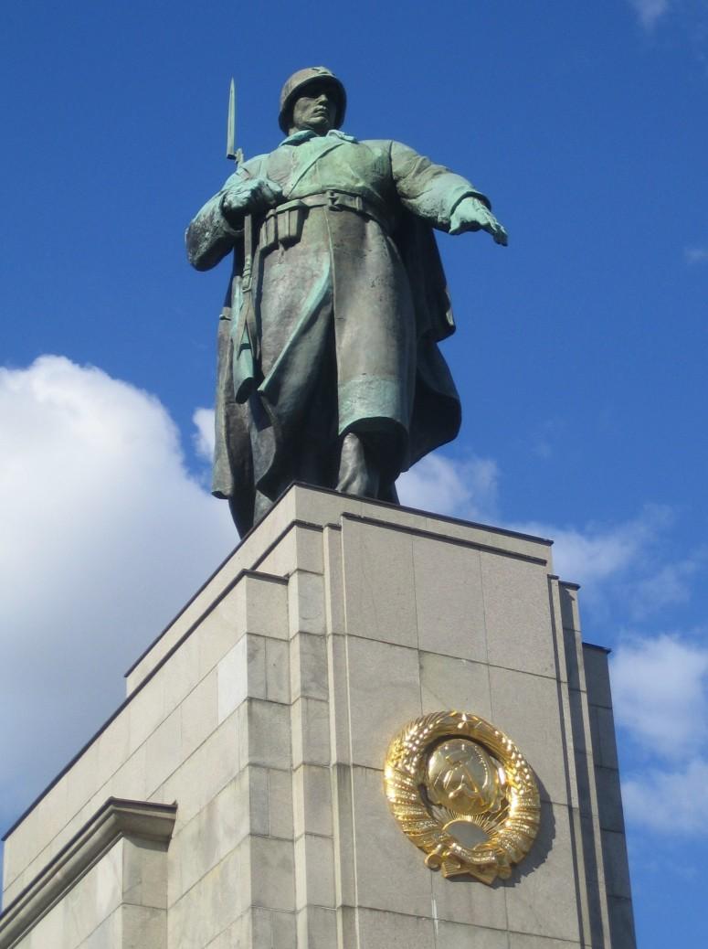 Estatua del soldado sovietico
