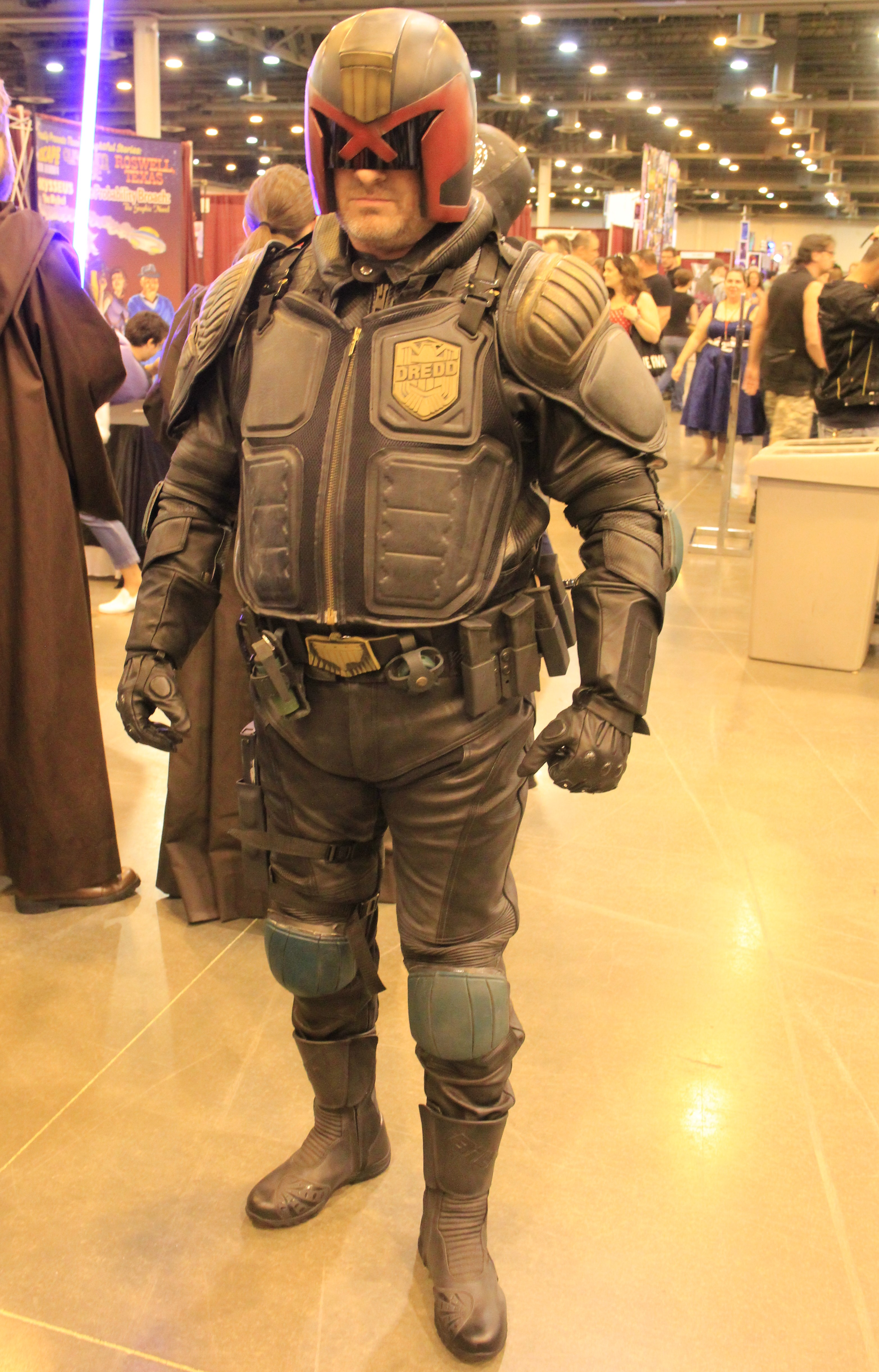 Space City 2016 - Cosplay (27285151466).jpg IMG_6454 Taken at the 2016 Space City Comic Con in Houston, Texas. Date 28 May 2016, 02:27 Source