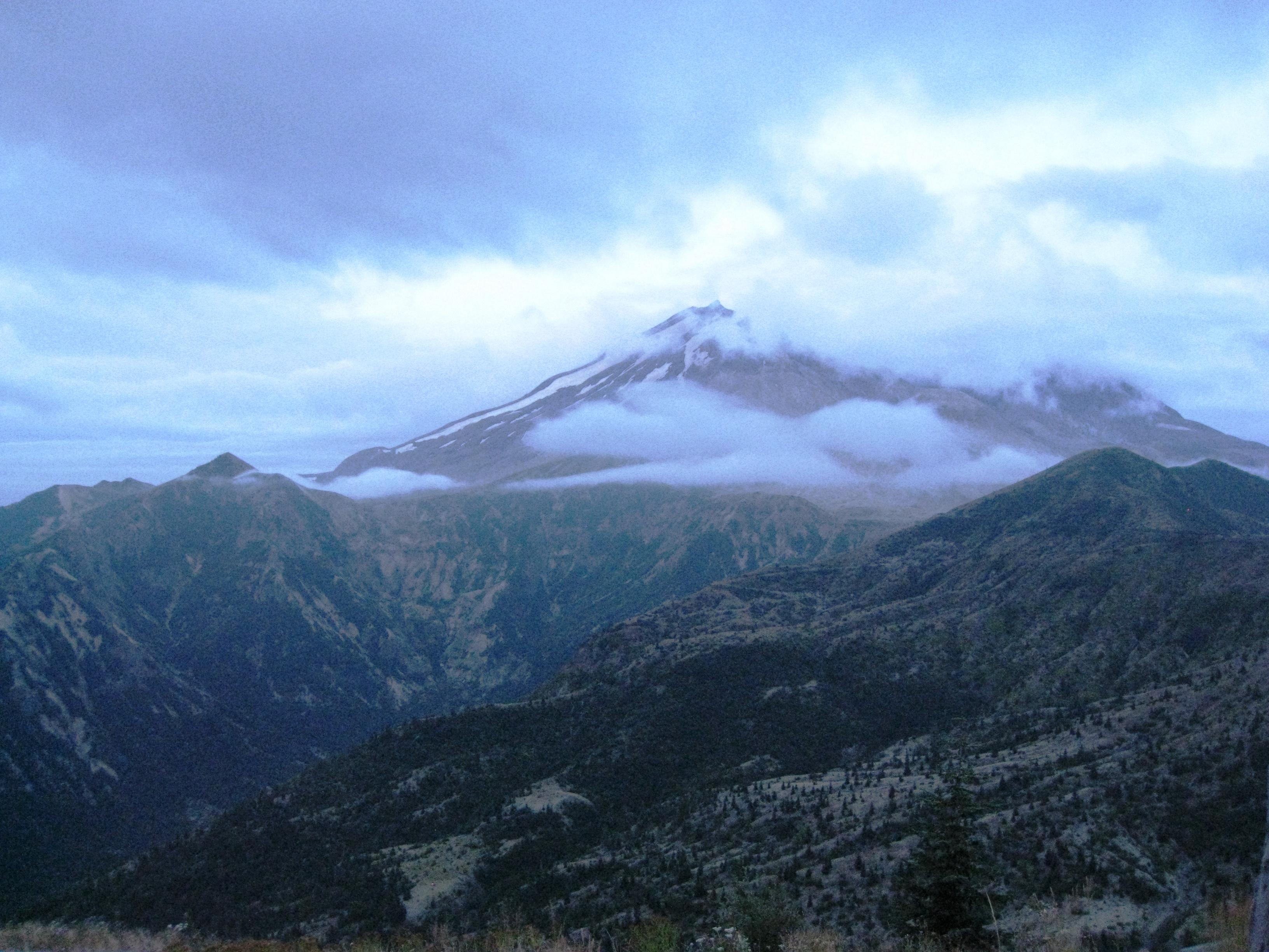 Sunrise on Mount St Helens - Flickr - brewbooks.jpg