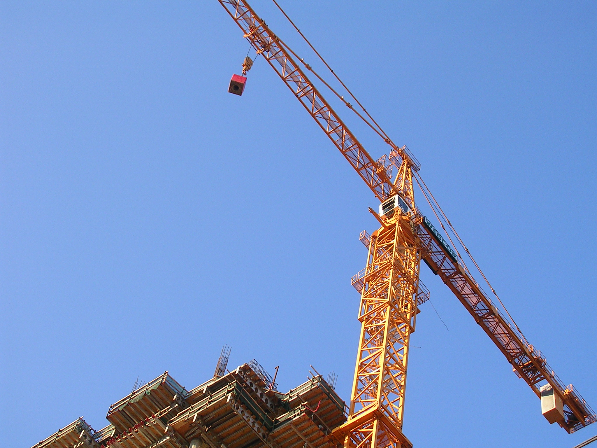 File the tower crane for the infinity 300 spear street for The crain