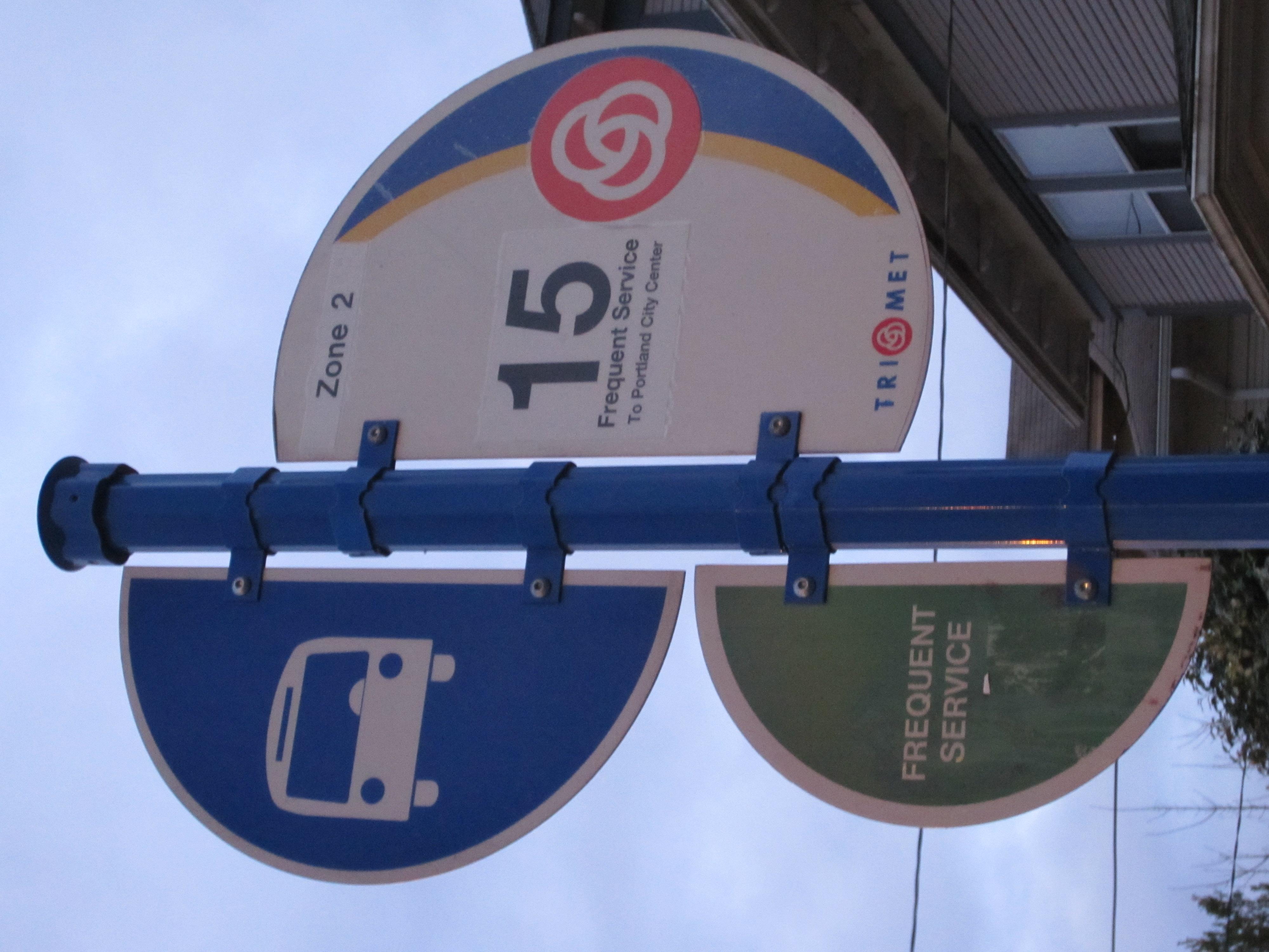File:TriMet Number 15 bus stop sign, Portland, Oregon.JPG ...
