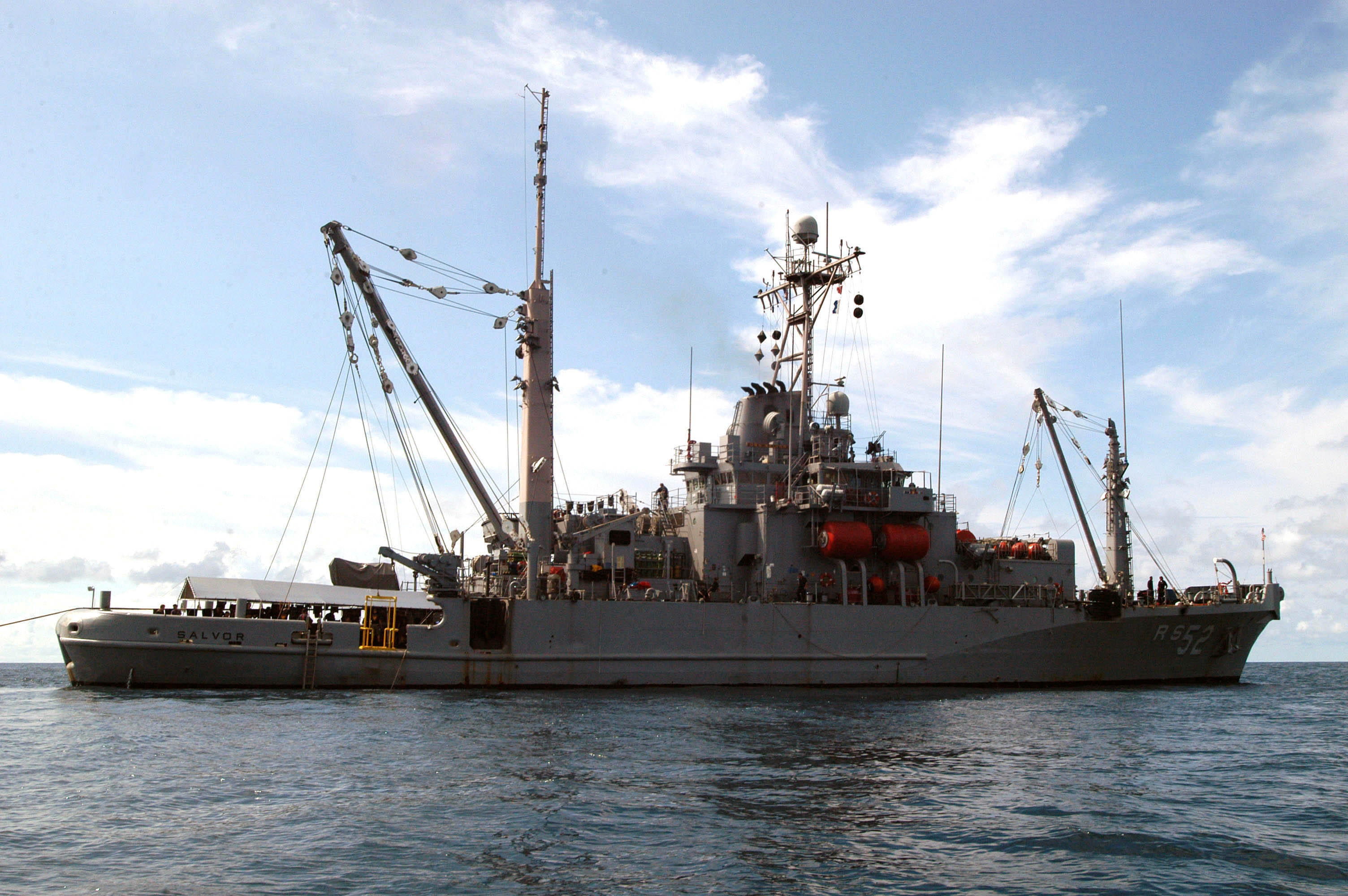 File:US Navy 060607-N-4205W-004 Rescue and salvage ship ... |Navy Salvage Ships